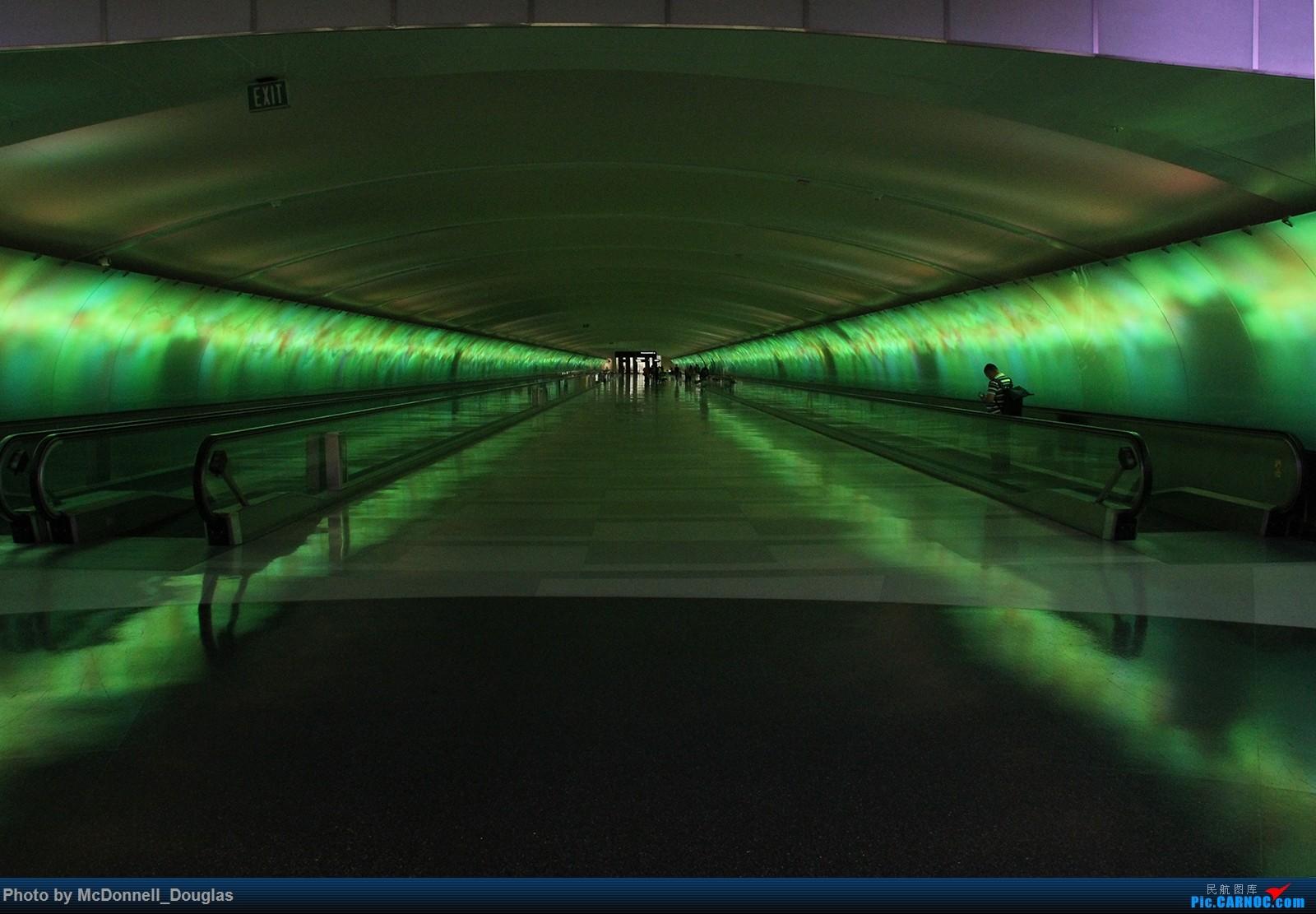 Re:[原创]【上海飞友会】图会很多,也有很多驾驶舱,杂七杂八的美帝,梦寐以求的圣马丁,这更绝不弃贴,前十个id砸飞机砸一个返一个【驾驶舱已出现】    美国底特律都会韦恩郡机场