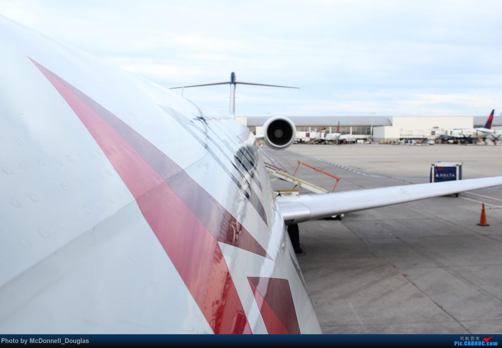 Re:[原创]【上海飞友会】图会很多,也有很多驾驶舱,杂七杂八的美帝,梦寐以求的圣马丁,这更绝不弃贴,前十个id砸飞机砸一个返一个【驾驶舱已出现】 CANADAIR CL-602-2D24 REGIONAL JET CRJ-900LR N554CA 美国底特律都会韦恩郡机场
