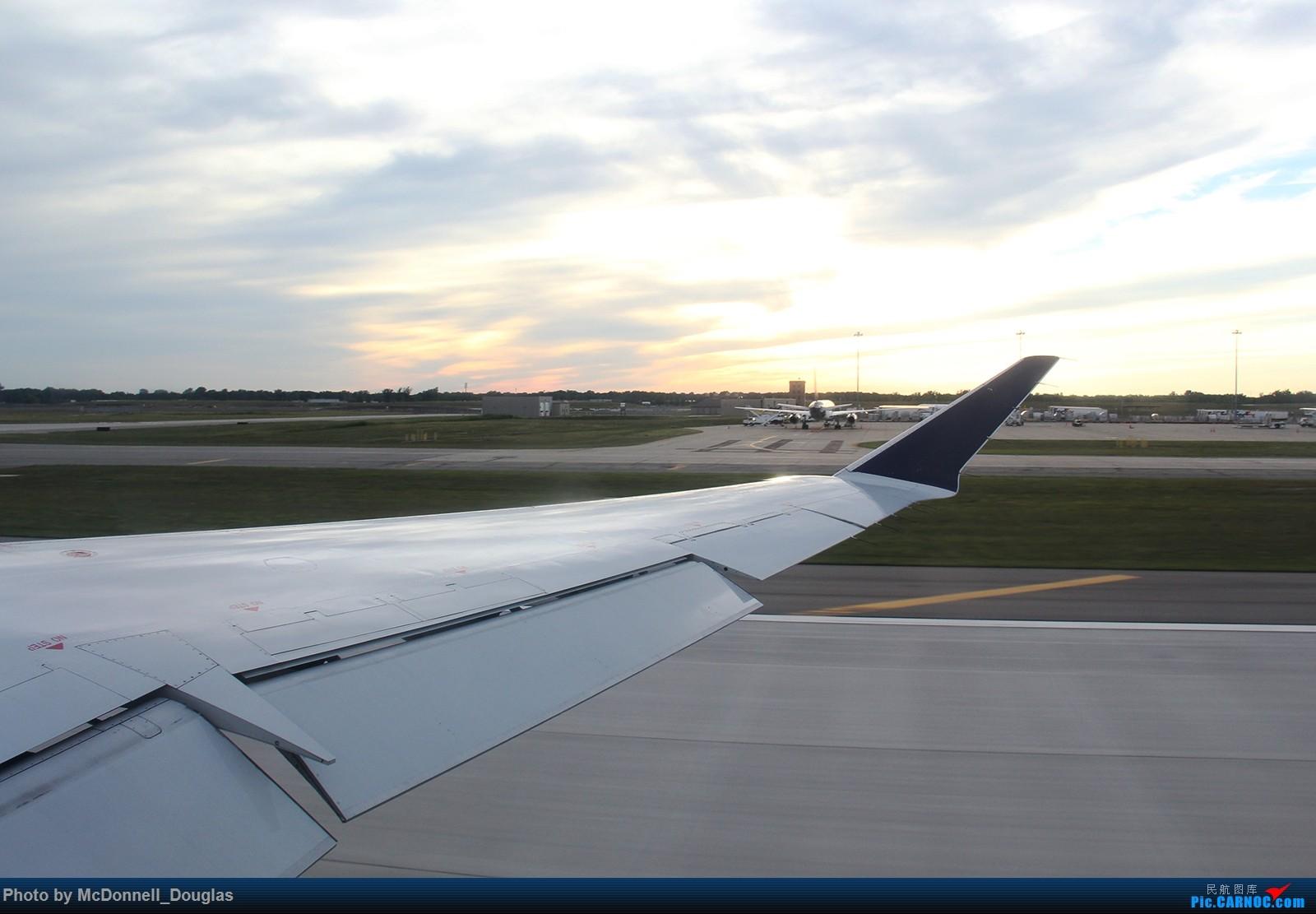 Re:[原创]【上海飞友会】图会很多,也有很多驾驶舱,杂七杂八的美帝,梦寐以求的圣马丁,这更绝不弃贴【驾驶舱已出现】 CANADAIR CL-602-2D24 REGIONAL JET CRJ-900LR N554CA 美国底特律都会韦恩郡机场