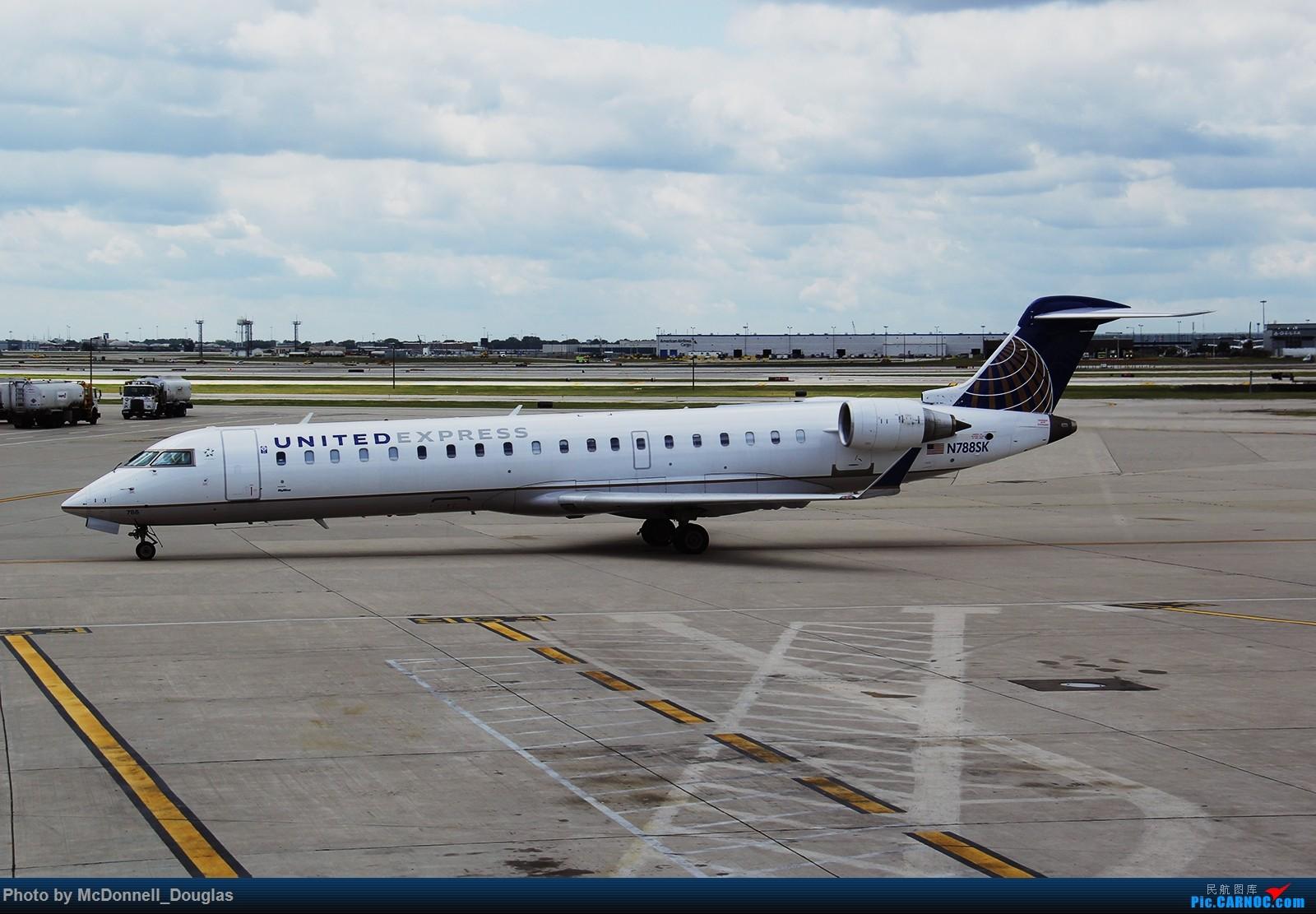 Re:[原创]【上海飞友会】图会很多,也有很多驾驶舱,杂七杂八的美帝,梦寐以求的圣马丁,这更绝不弃贴【驾驶舱已出现】 CANADAIR CL-600-2C10 REGIONAL JET CRJ-702ER N788SK 美国芝加哥奥黑尔国际机场