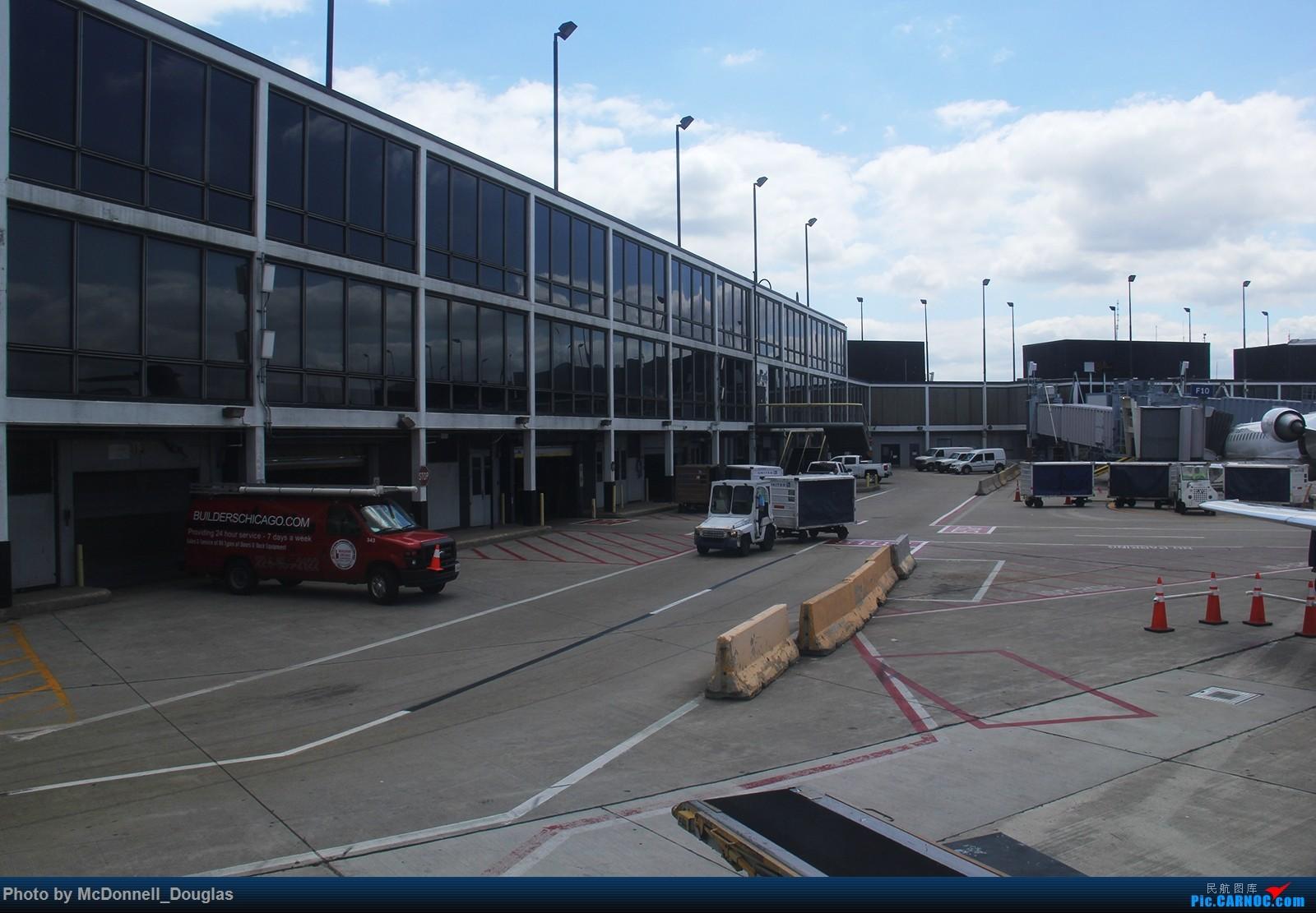 Re:[原创]【上海飞友会】图会很多,也有很多驾驶舱,杂七杂八的美帝,梦寐以求的圣马丁,这更绝不弃贴【驾驶舱已出现】 BOEING717-2BD N922AT 美国芝加哥奥黑尔国际机场  飞行员