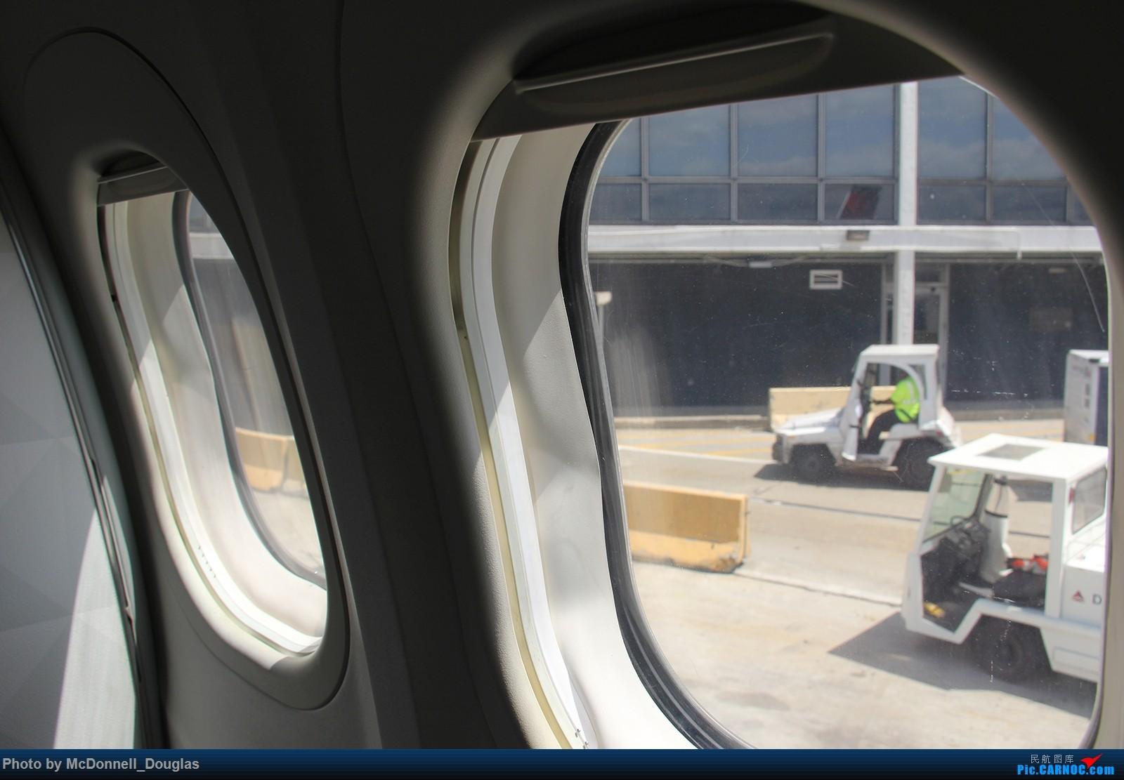 Re:[原创]【上海飞友会】图会很多,也有很多驾驶舱,杂七杂八的美帝,梦寐以求的圣马丁,这更绝不弃贴【驾驶舱已出现】 BOEING717-2BD N922AT 美国芝加哥奥黑尔国际机场