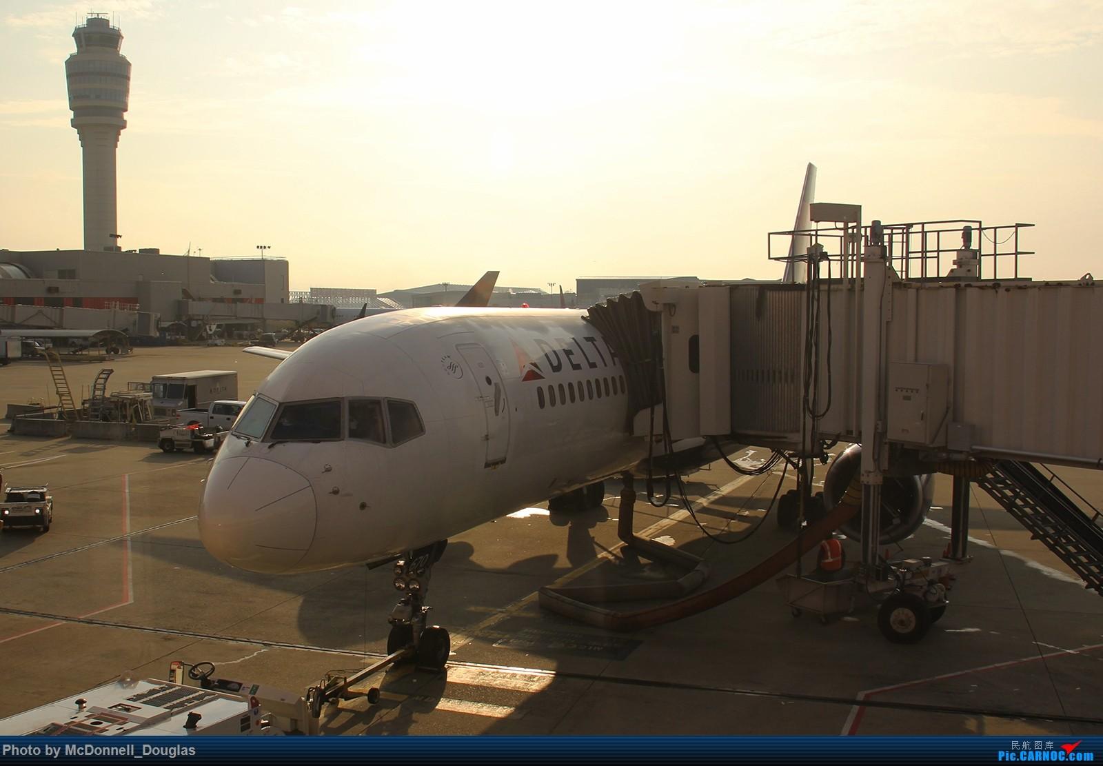 Re:[原创]【上海飞友会】图会很多,也有很多驾驶舱,杂七杂八的美帝,梦寐以求的圣马丁,这更绝不弃贴【驾驶舱已出现】 BOEING757-232 N670DN 美国亚特兰大哈兹菲尔德-杰克逊国际机场