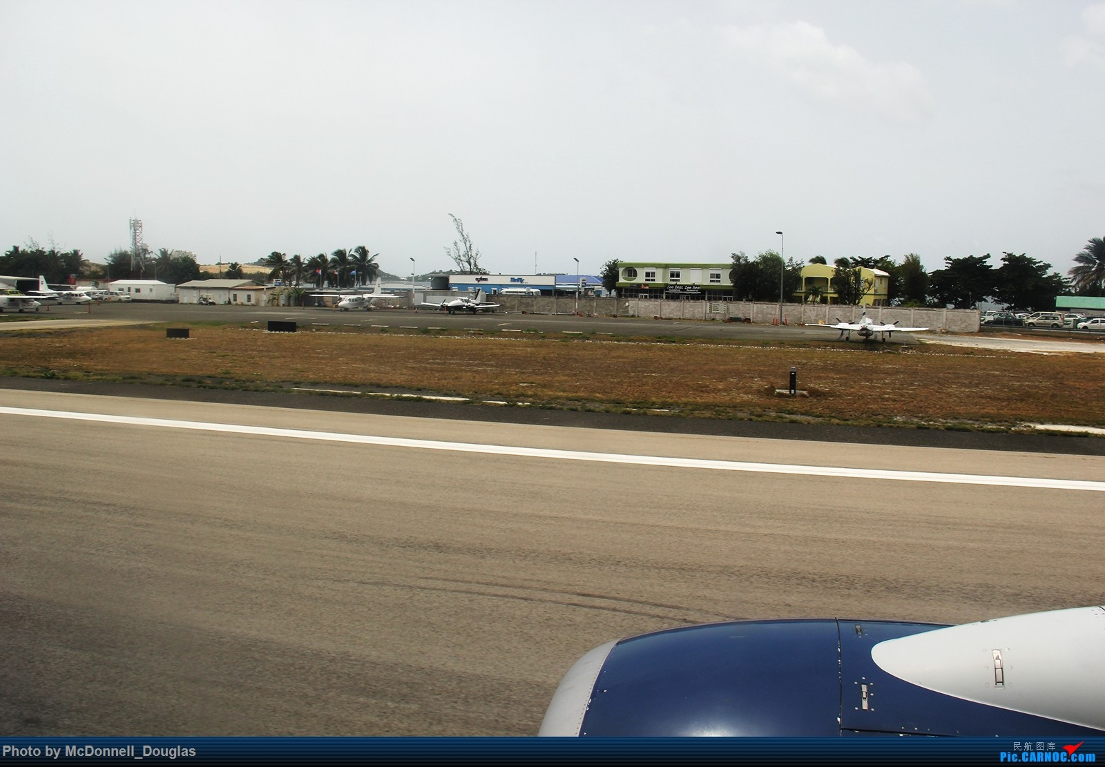 Re:[原创]【上海飞友会】图会很多,也有很多驾驶舱,杂七杂八的美帝,梦寐以求的圣马丁,这更绝不弃贴【驾驶舱已出现】【已更新至圣马丁部分】 BOEING737-732 N301DQ 荷属安的列斯群岛朱利安娜公主机场