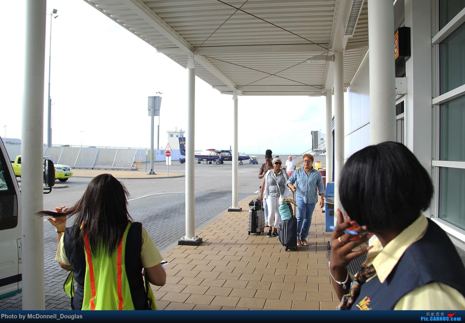 Re:[原创]【上海飞友会】图会很多,也有很多驾驶舱,杂七杂八的美帝,梦寐以求的圣马丁,这更绝不弃贴【驾驶舱已出现】【已更新至圣马丁部分】    荷属安的列斯群岛朱利安娜公主机场