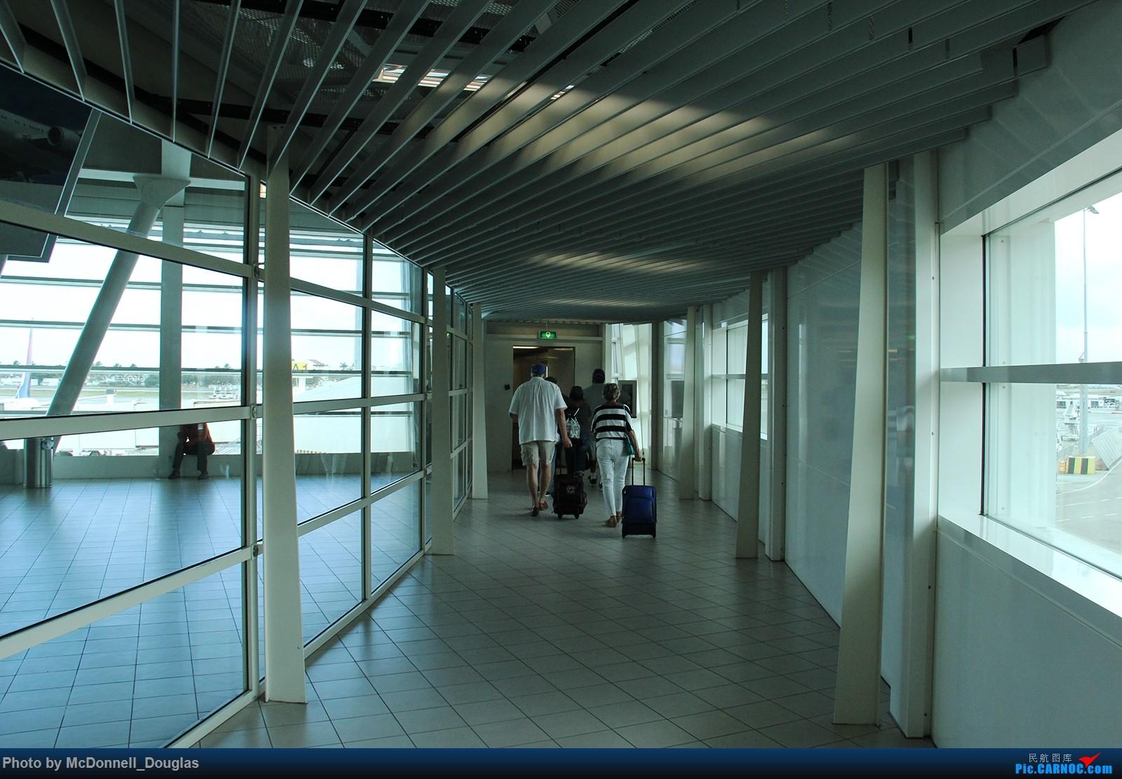 至圣马丁部分】 荷属安的列斯群岛朱利安娜公主机场