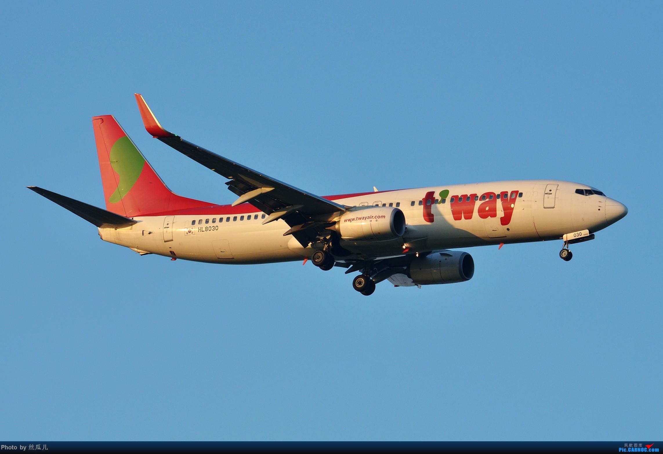 [原创]【徘徊在HGH的丝瓜】瓜哥的高温福利继续发--稀罕的一抹红棒子机--感谢可爱的969的关键提示 BOEING 737-800 HL8030 中国上海浦东国际机场