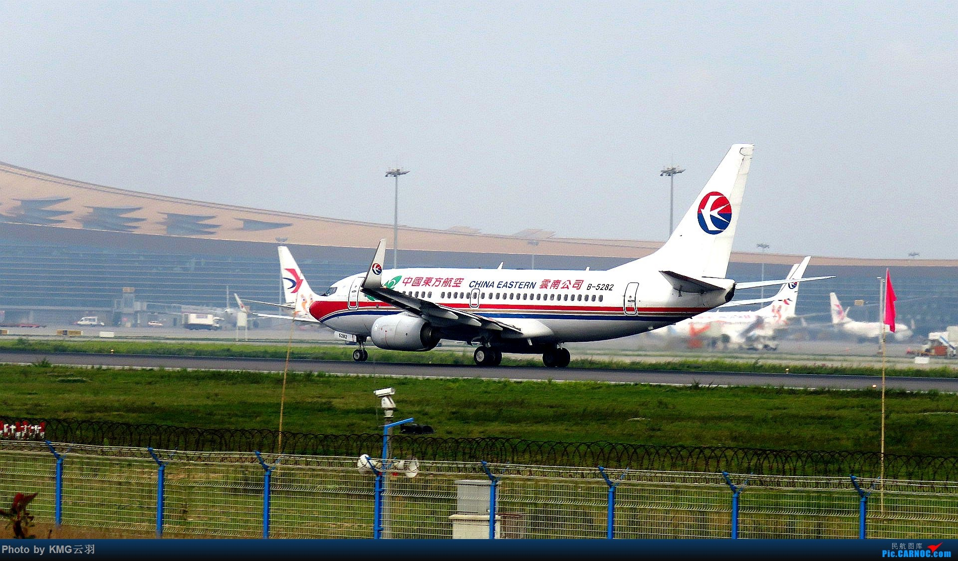 Re:[原创]KMG东跑随拍 BOEING 737-700 B-5282 中国昆明长水国际机场