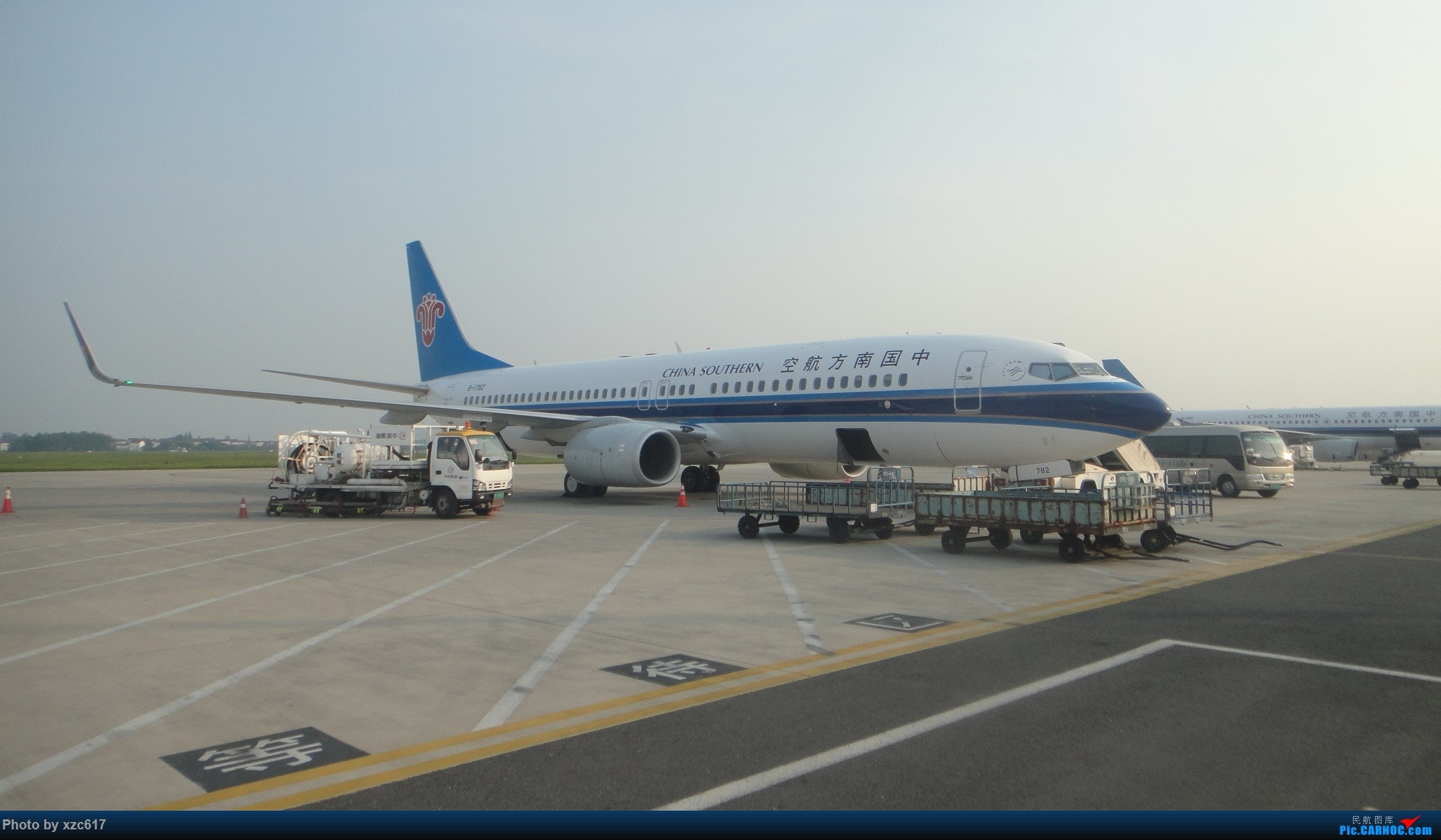 Re:[原创]xzc617的飞行游记 NO.1 由扬州到大连,平生第一次游海岛 BOEING 737-800 B-1782 中国南京禄口国际机场