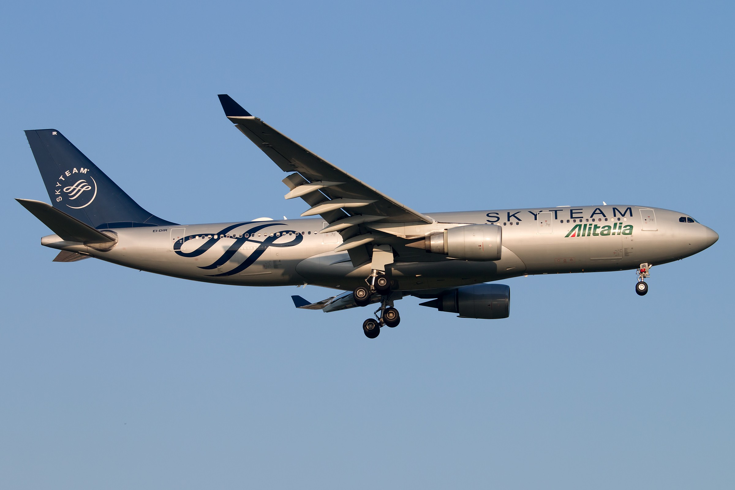 [ 图片exif] 图片类别: 飞机 机型: airbus a330-202 注册号: ei-dir