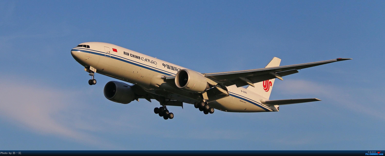 Re:[原创]大晴天杂图一组 BOEING 777-200 B-2093 中国北京首都国际机场