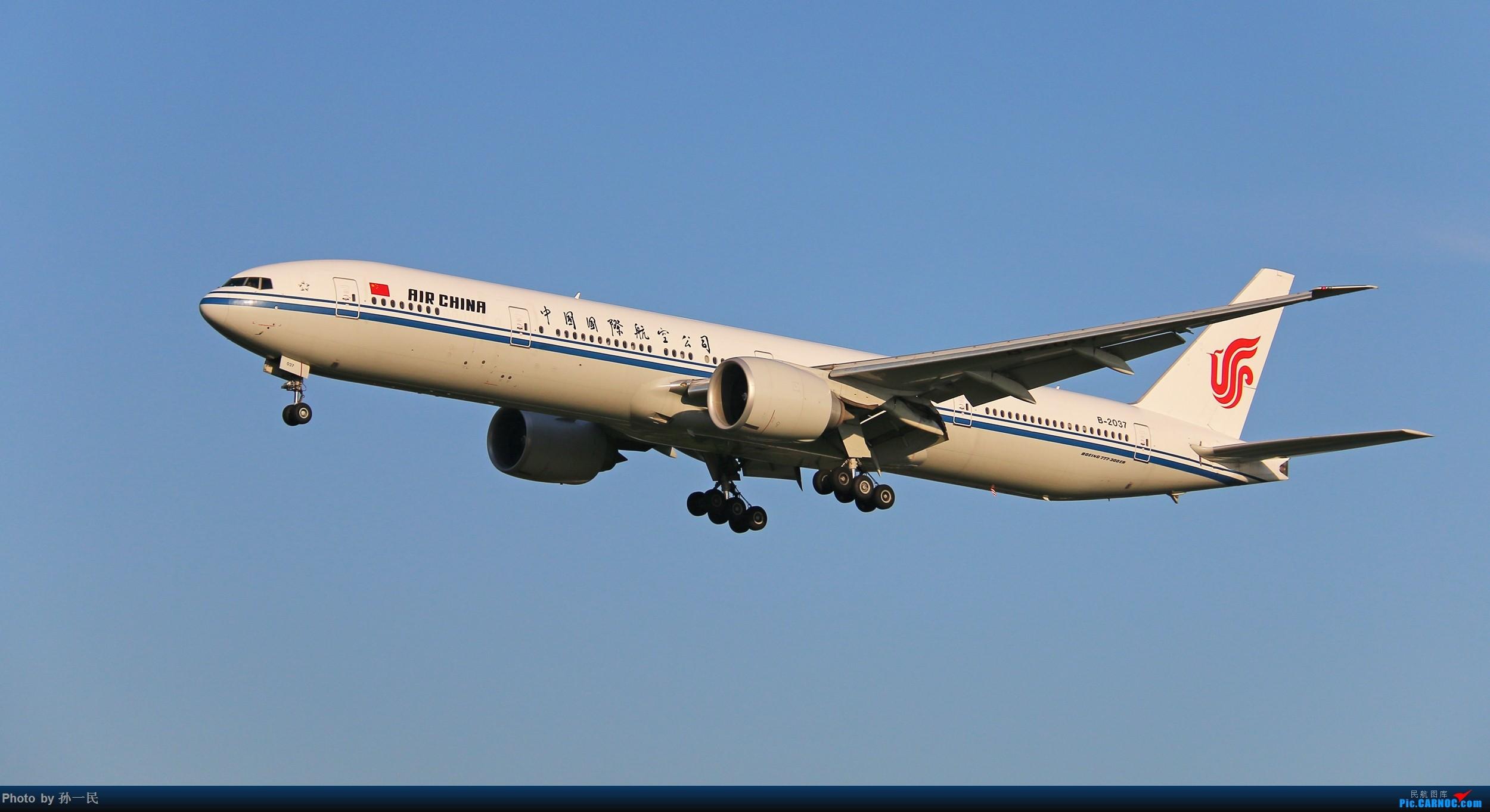 Re:[原创]大晴天杂图一组 BOEING 777-300ER B-2037 中国北京首都国际机场