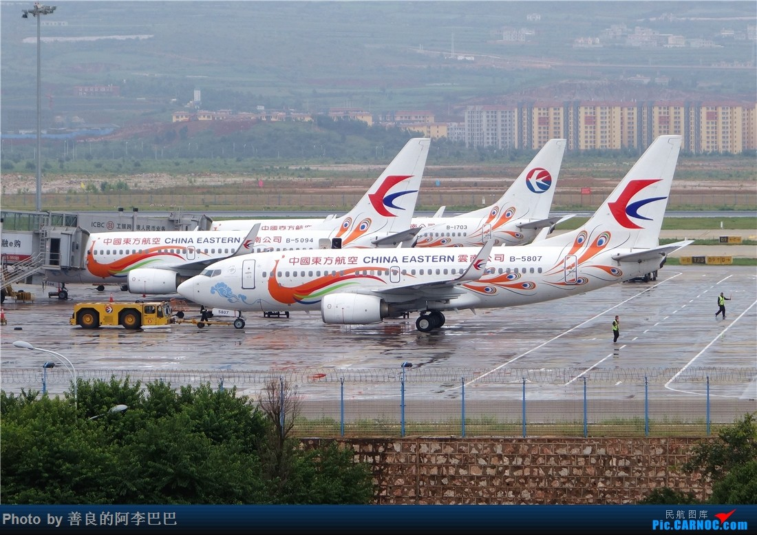 Re:[原创]昆明大雨航站楼看飞机 BOEING 737-700 B-5807 中国昆明长水国际机场