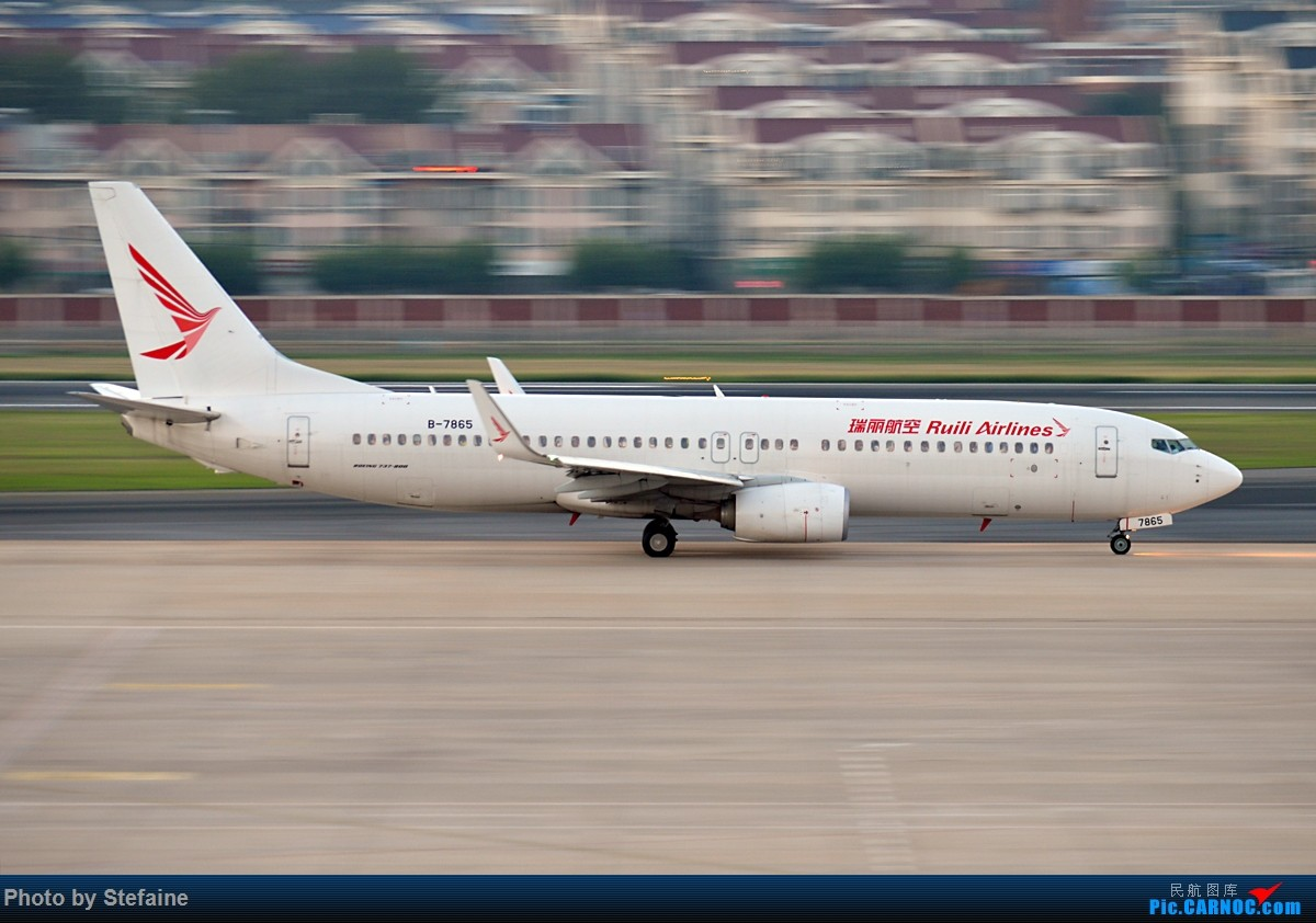 [原创][DLC]UNI AIR & RuiLi Airlines BOEING 737-800 B-7865 中国大连国际机场