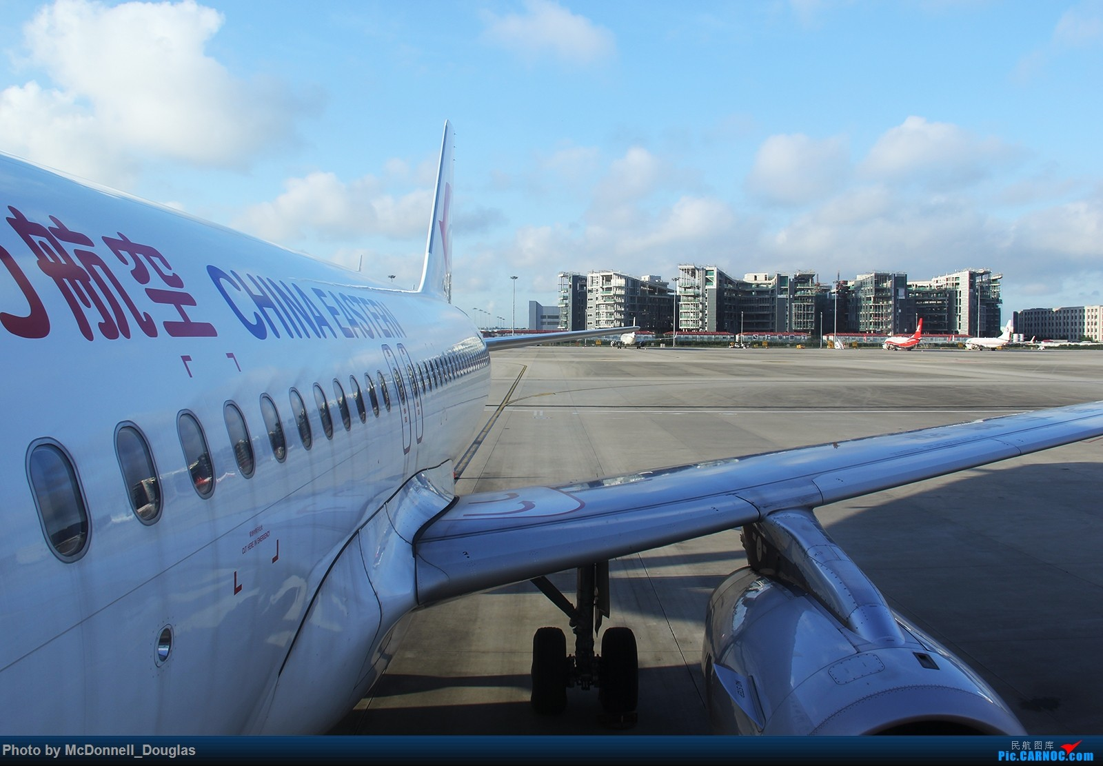Re:[原创]【上海飞友会】【zc带你走天下(2)】再访祖辈年轻时工作的土地,父母年少时生活戈壁,跨越大半个中国去看新疆,回程小游蓉城(上) AIRBUS A320-200 B-8237 中国上海虹桥国际机场