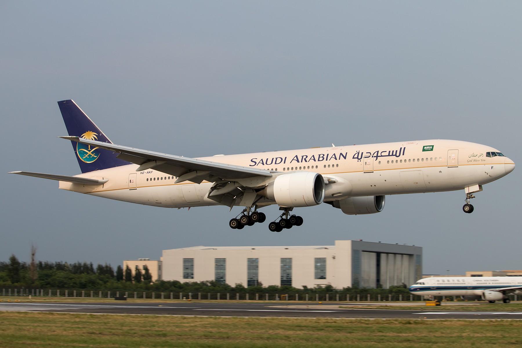 [一图党]沙特阿拉伯航空 HZ-AKF B777-200ER 1800*1200 BOEING B777-200ER HZ-AKF 中国北京首都国际机场