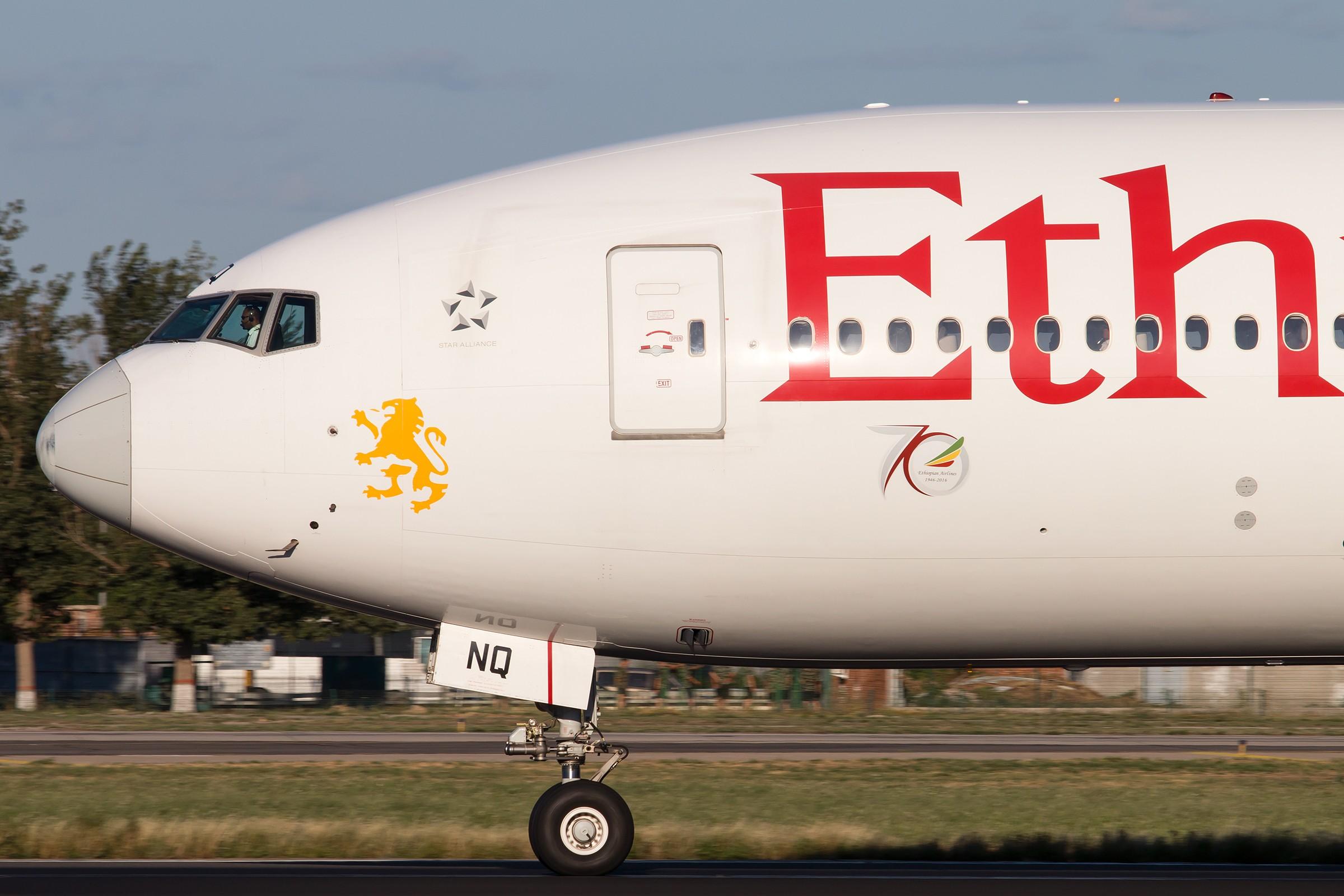 [一图党] 埃塞俄比亚 大头 2400*1600 BOEING B777-200LR ET-ANQ 中国北京首都国际机场