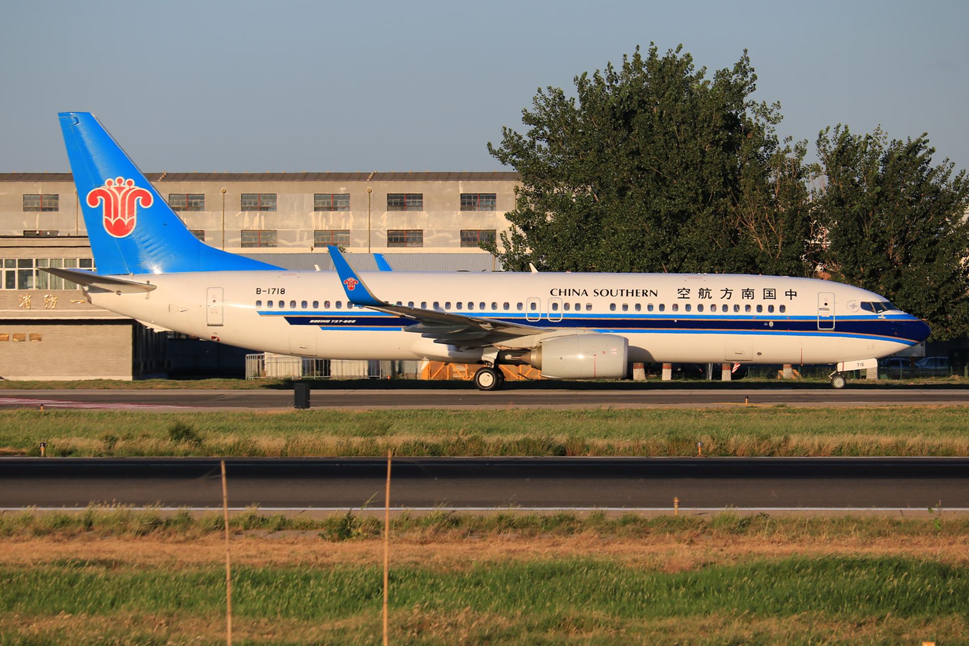 Re:[原创]【pek】这光线真令人舒服 BOEING 737-800 B-1718 中国北京首都国际机场