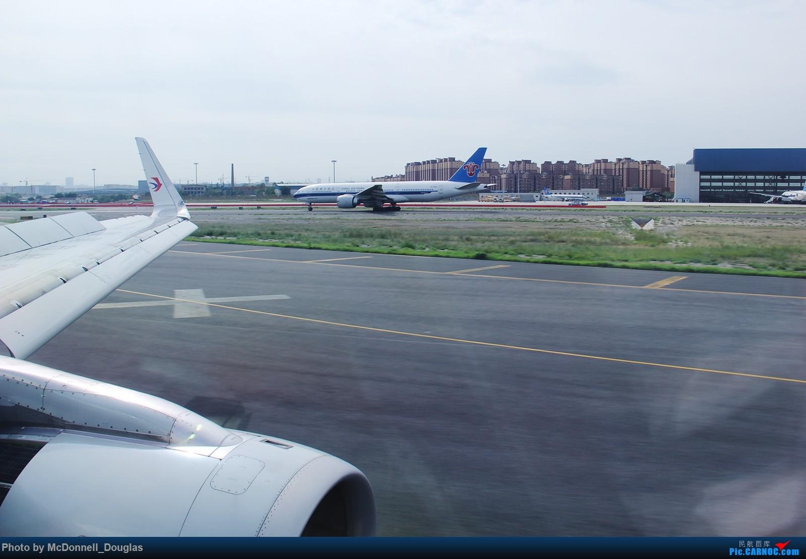 Re:[原创]【上海飞友会】【zc带你走天下(2)】再访祖辈年轻时工作的土地,父母年少时生活戈壁,跨越大半个中国去看新疆,回程小游蓉城(上) AIRBUS A320-232 B-8237 中国乌鲁木齐地窝堡国际机场