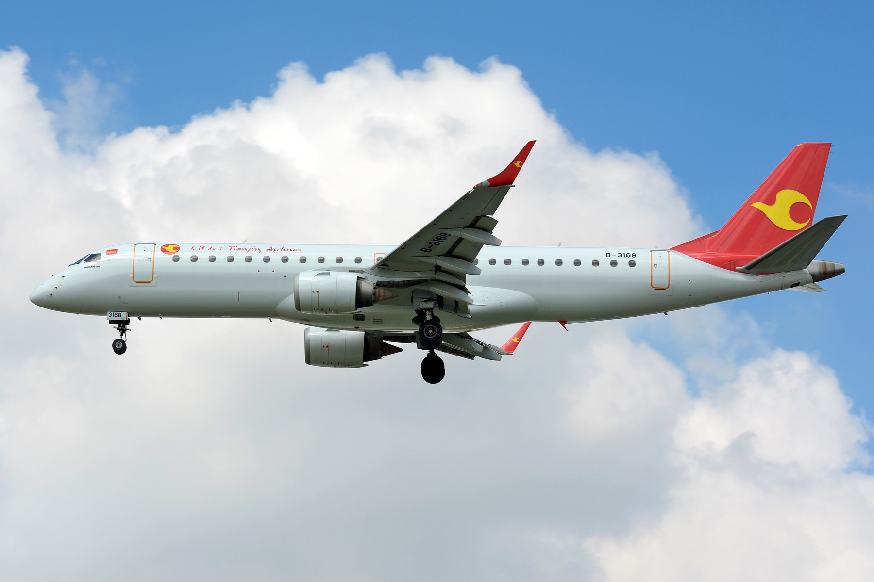 Re:[原创]【SHA】发两张支线 ,ARJ21和天津航空E190 EMBRAER E-190 B-3168 中国上海虹桥国际机场