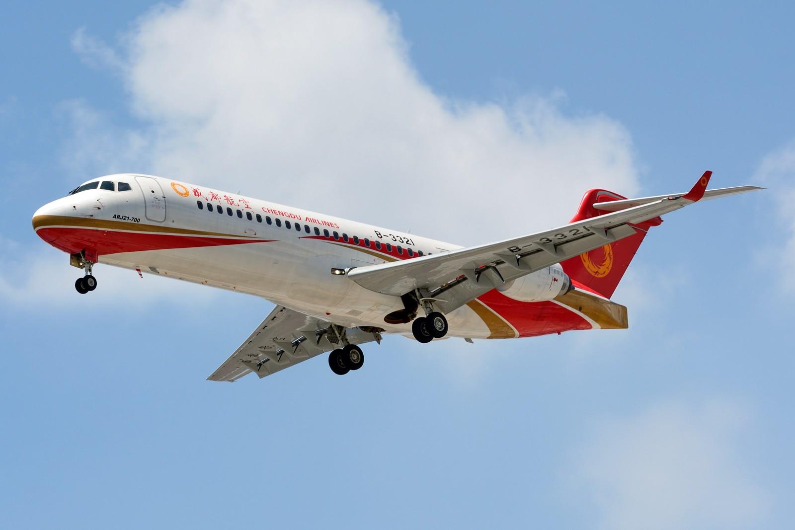 [原创]【SHA】发两张支线 ,ARJ21和天津航空E190 COMAC ARJ21-700 B-3321 中国上海虹桥国际机场