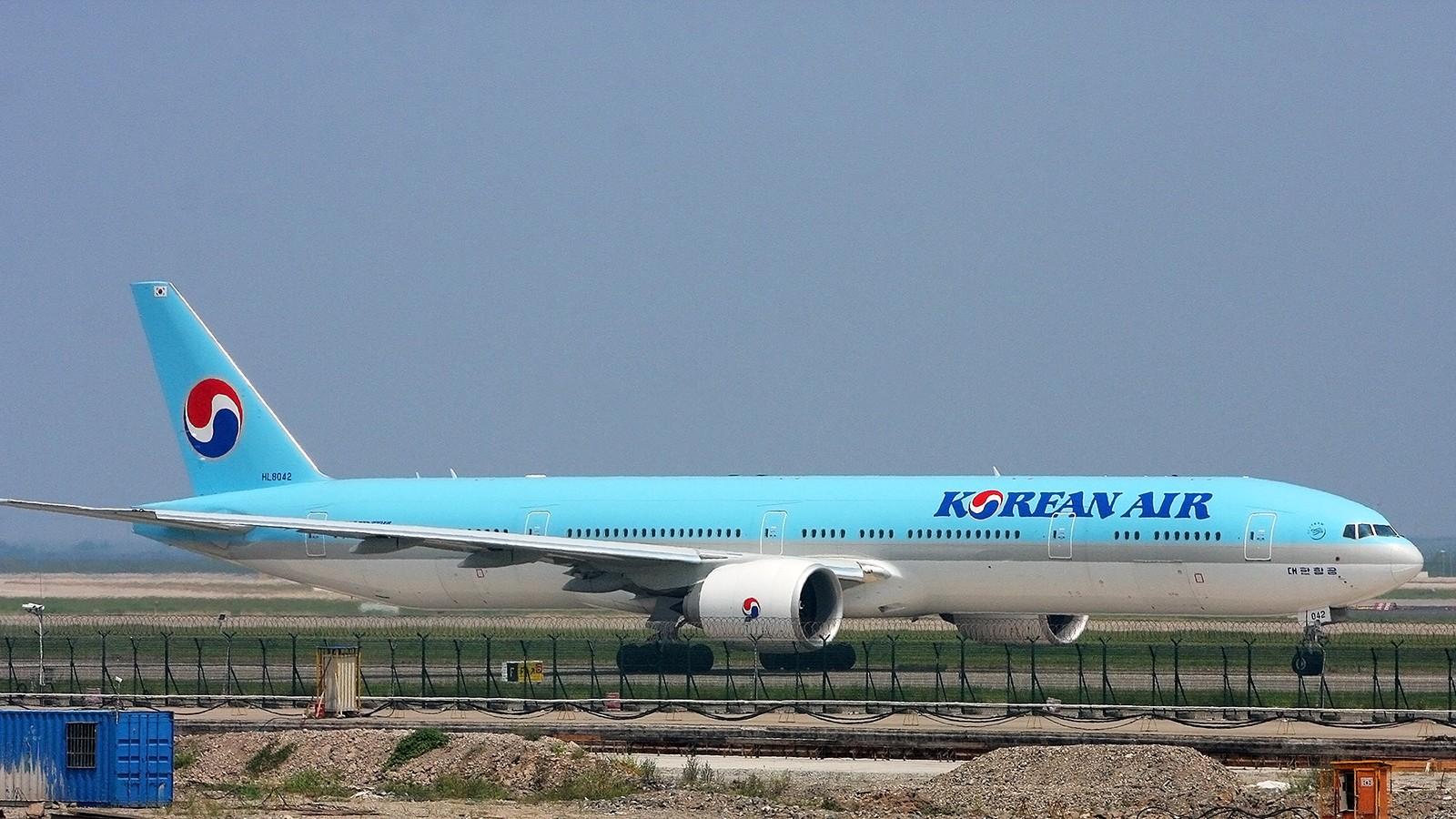 Re:[原创]天气欠佳,深入PVG,34端拍机 BOEING 777-300ER HL8042 中国上海浦东国际机场