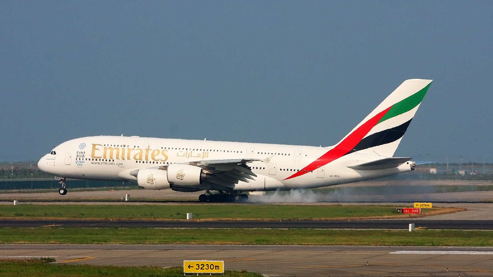 Re:[原创]天气欠佳,深入PVG,34端拍机 AIRBUS A380-800 A6-EEA 中国上海浦东国际机场