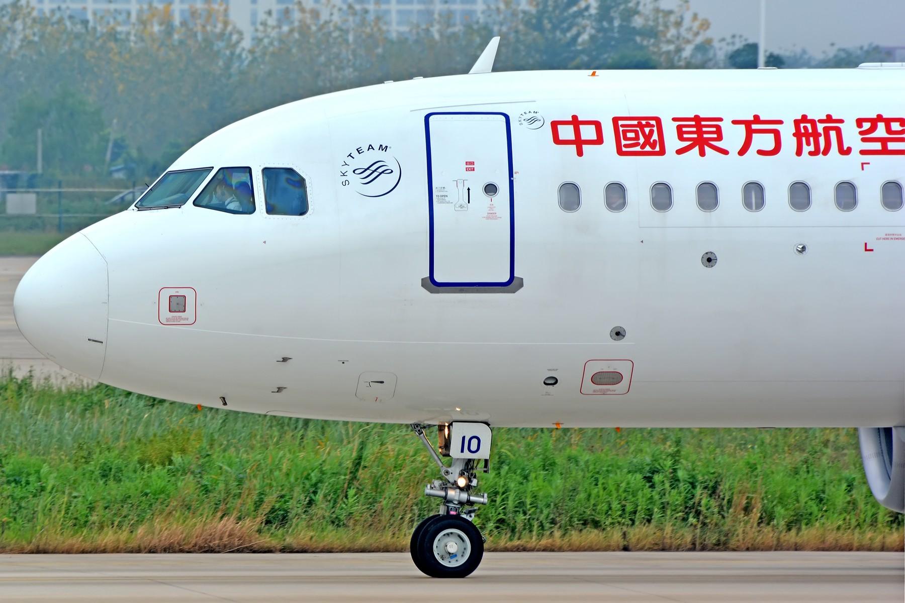 [原创]【一图党】小燕子滑行大头照一张 AIRBUS A320-200 B-1610 中国合肥新桥国际机场