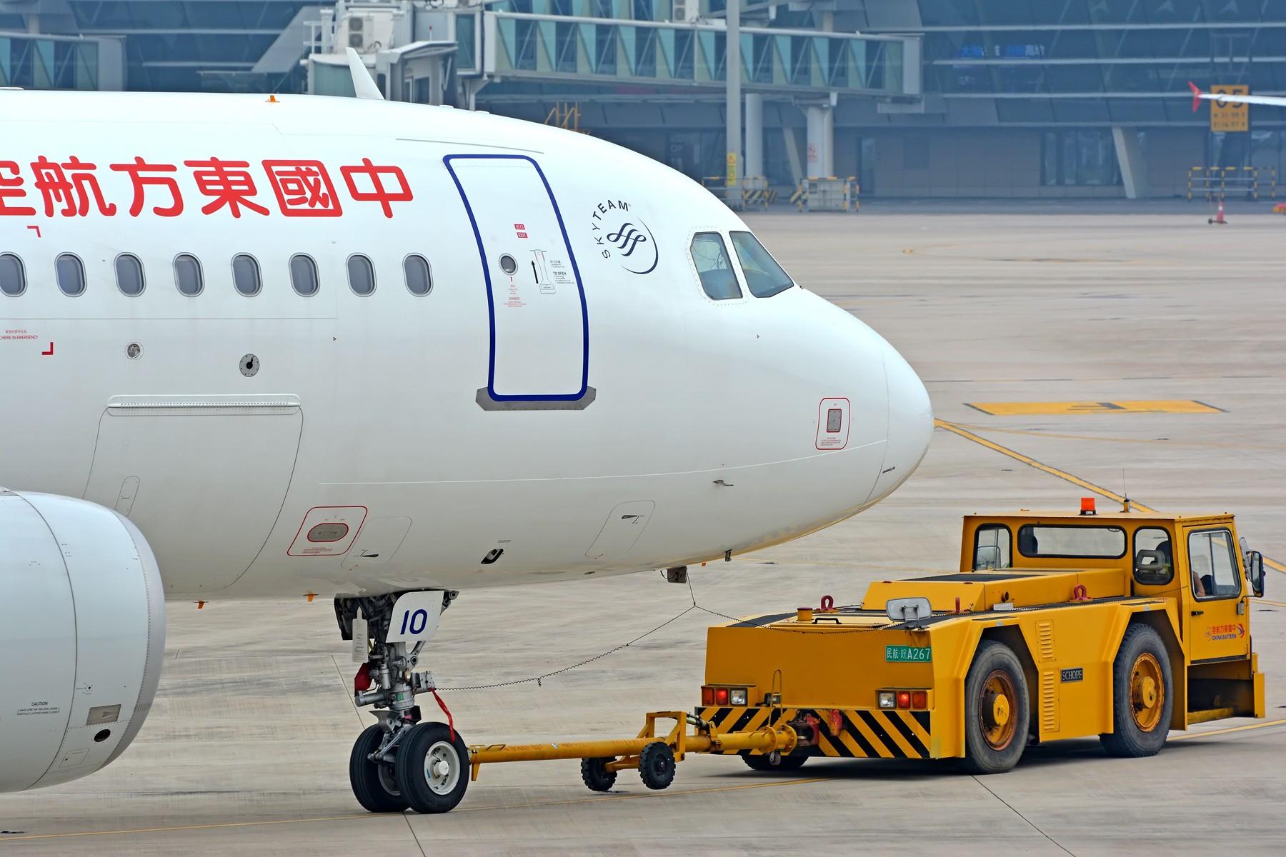 [原创]【三图党】小燕子被拖车拖走了 AIRBUS A320-200 B-1610 中国合肥新桥国际机场
