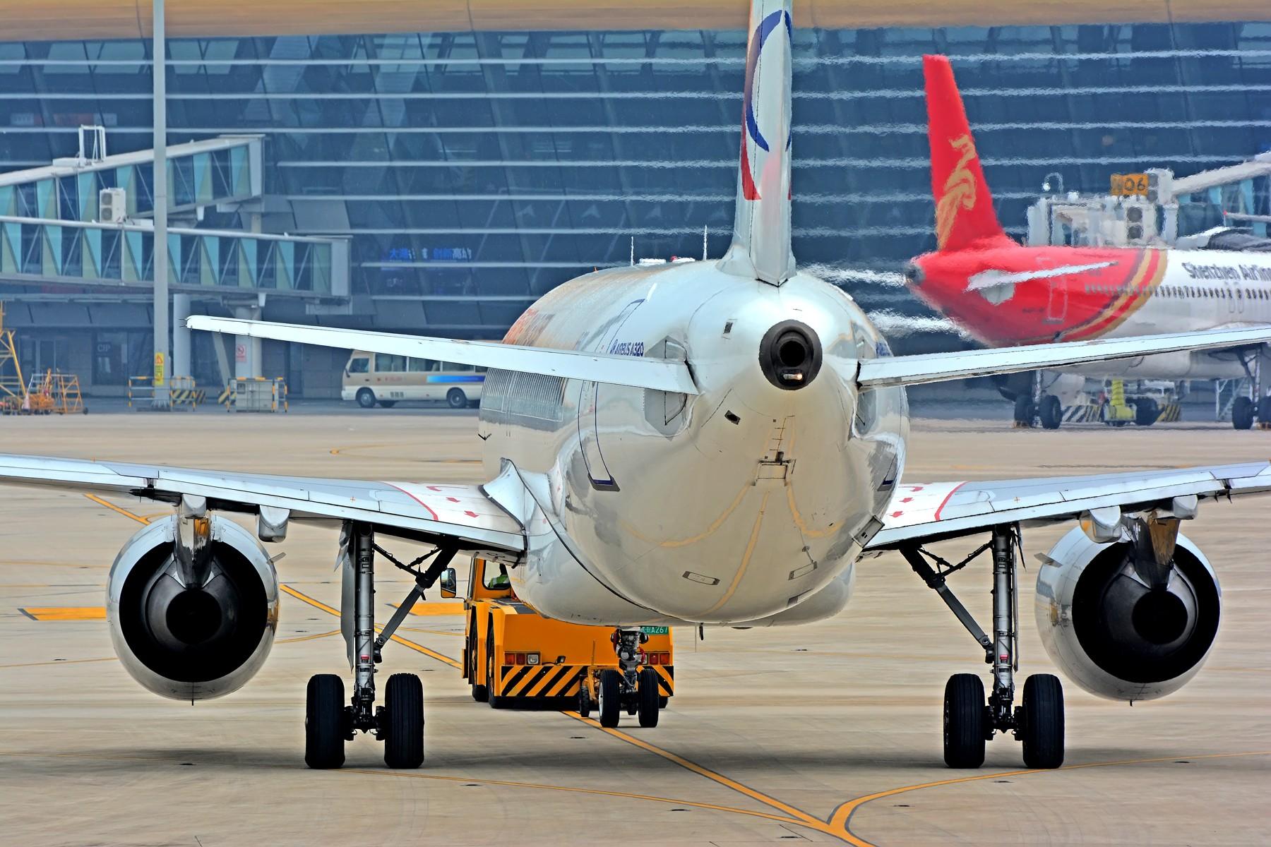 Re:[原创]【合肥飞友会·另类党】小燕子被拖车拖走了 AIRBUS A320-200 B-1610 中国合肥新桥国际机场