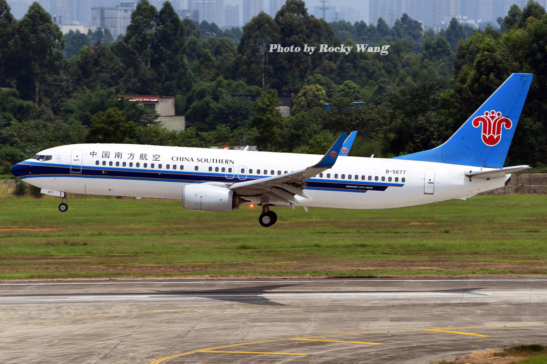 Re:[原创]***闪*** BOEING 737-800 B-5677 中国成都双流国际机场