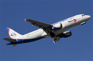 """Re:BEK蓝天中的""""乌拉尔""""航空Airbus A320两图。"""