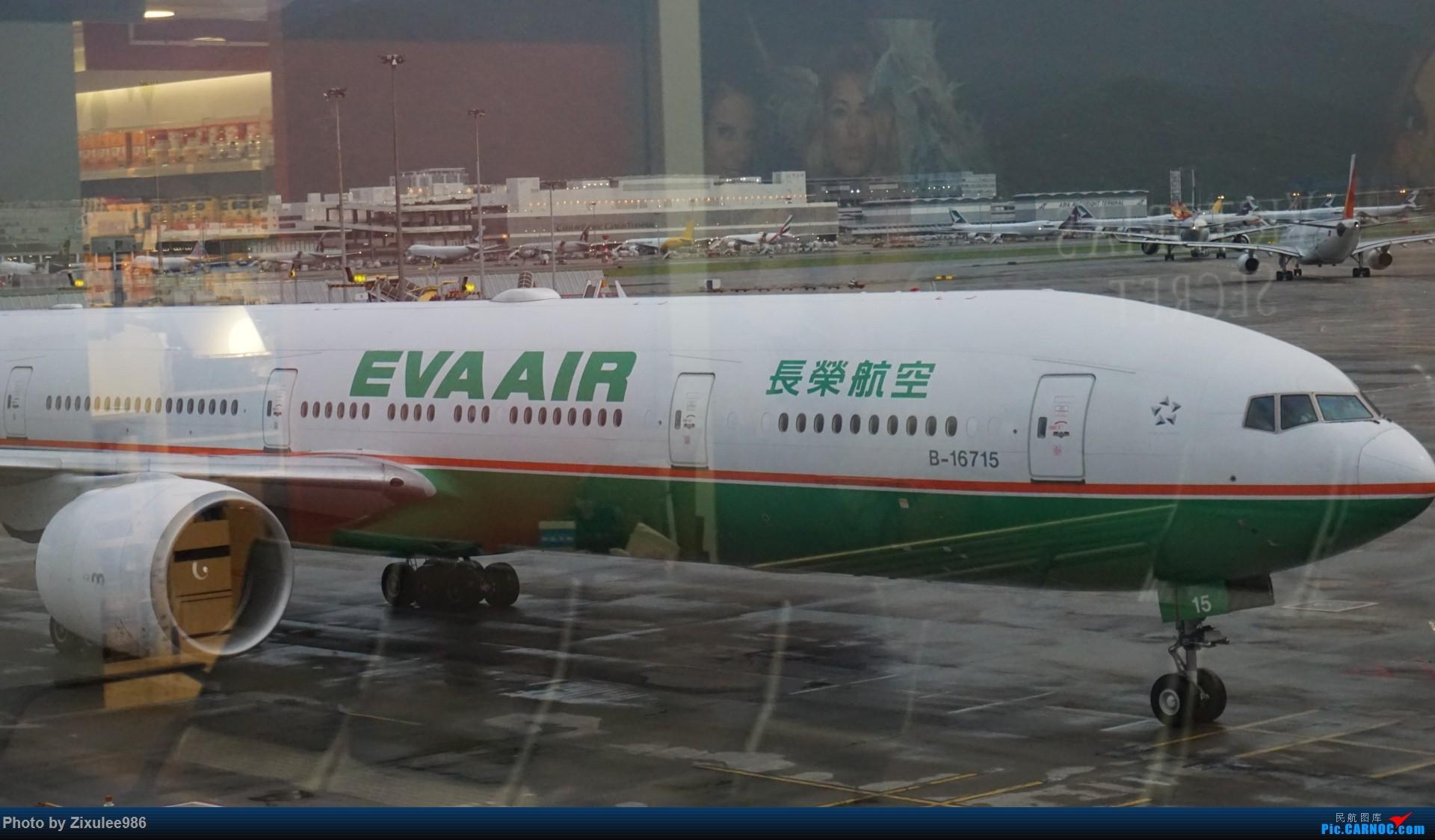 Re:[原创]台湾长荣航空公司 B-16715 Boeing777-35E(ER)有闪灯,拍摄于HKG BOEING 777-35E(ER) B-16715 中国香港国际机场