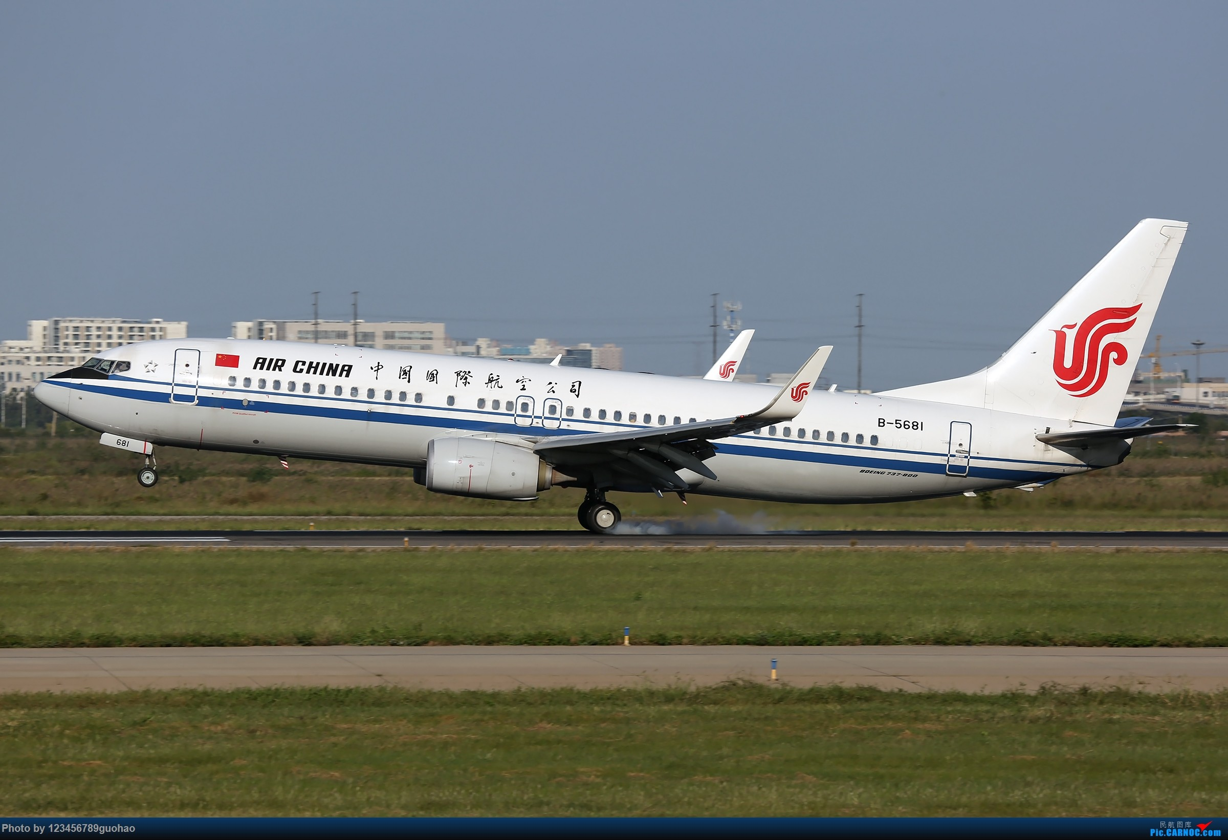 Re:[原创]TSN多图-后脚着地 BOEING 737-800 B-5681 天津滨海国际机场