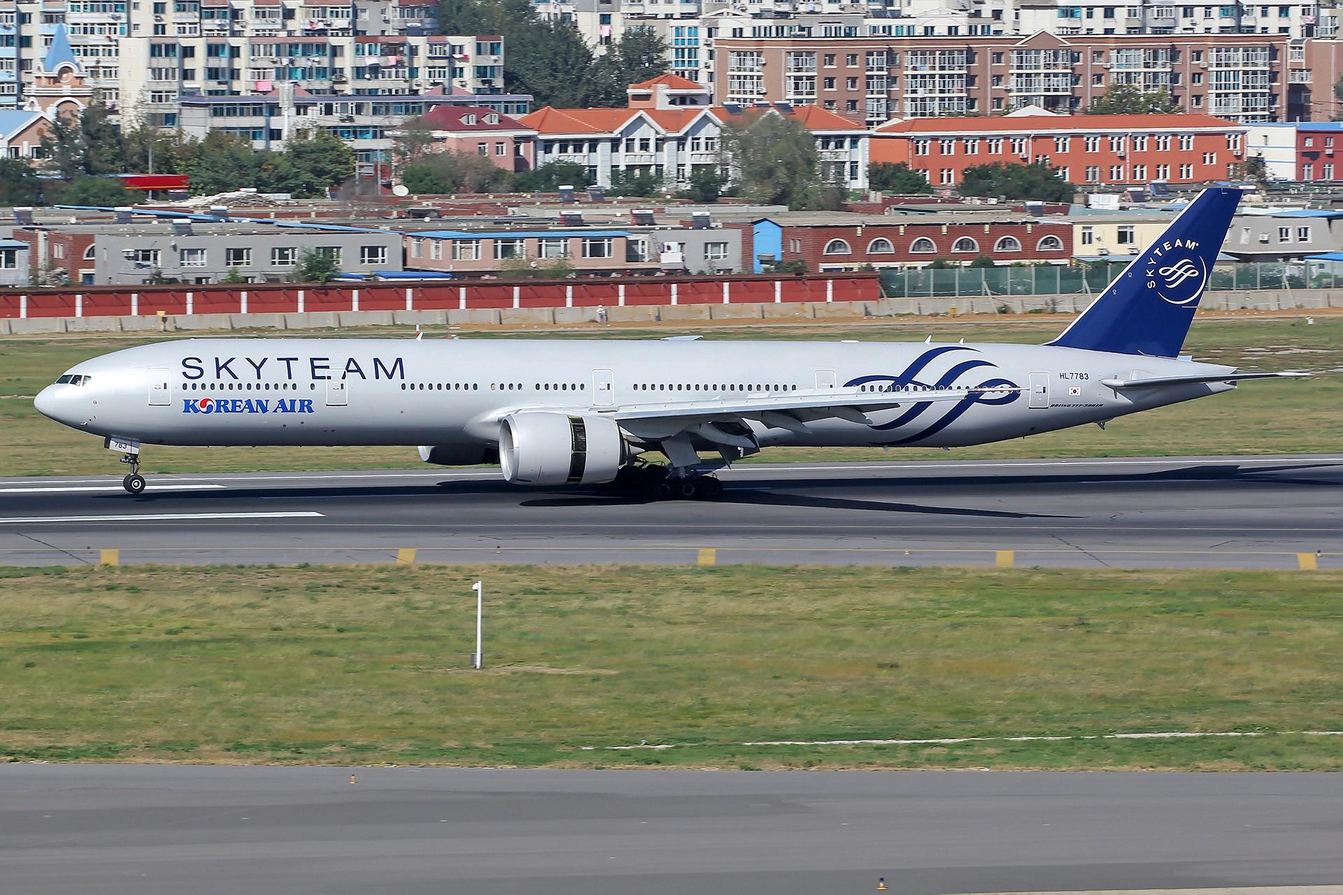Re:[DLC]。。。三架飞机两个联盟 。。。 BOEING 777-300ER HL7783 中国大连国际机场