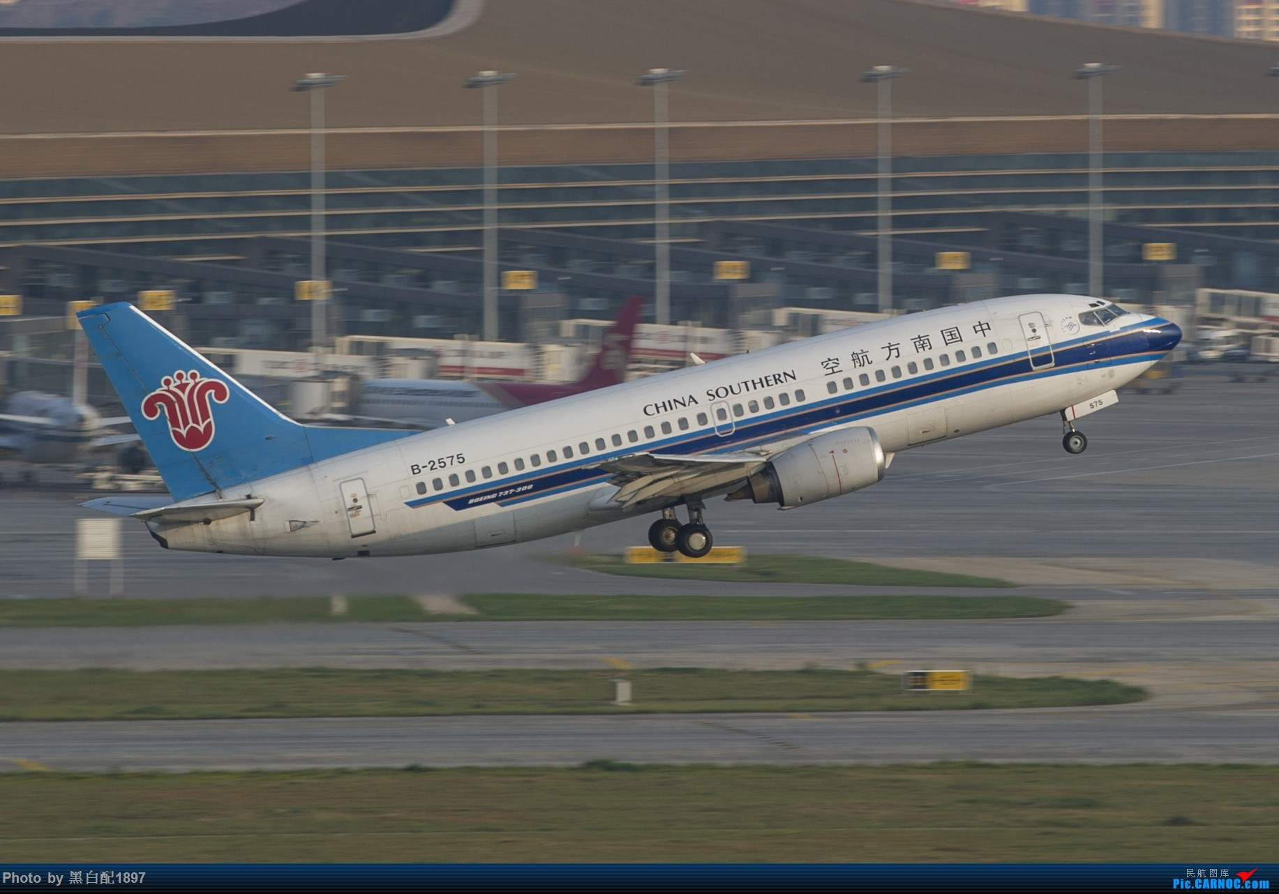 Re:[原创]国庆长水二日游之一 BOEING 737-300 B-2575 中国昆明长水国际机场