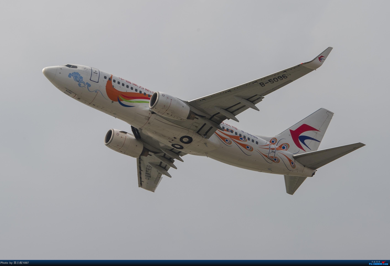 Re:[原创]国庆长水二日游之一 BOEING 737-700 B-5096 中国昆明长水国际机场
