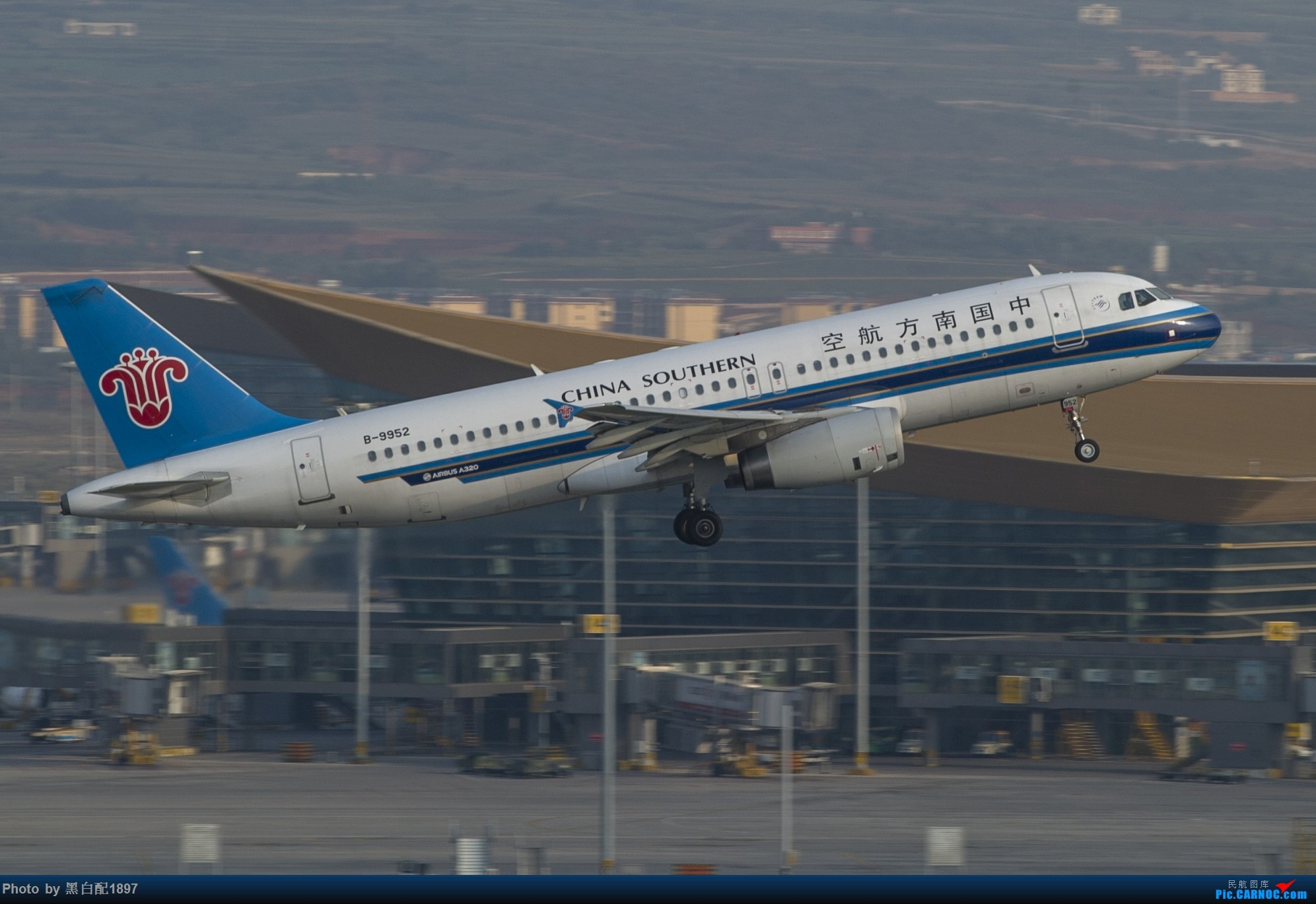 Re:[原创]国庆长水二日游之一 AIRBUS A320-200 B-9952 中国昆明长水国际机场