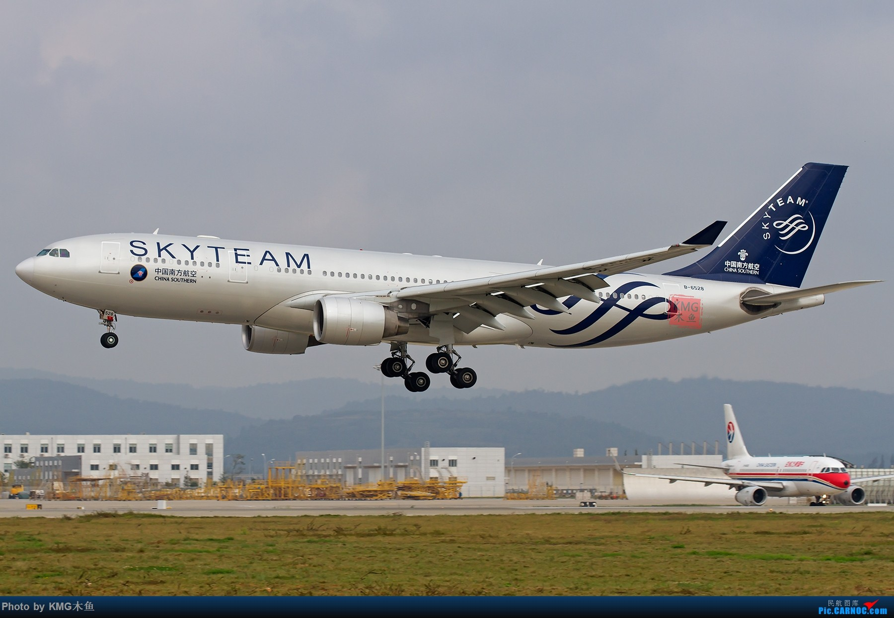 Re:[原创]【昆明长水国际机场—KMG木鱼10.16日拍机】周末拍机,有宽体,有彩绘,少了小伙伴们,独自一人拍机 AIRBUS A330-200 B-6528 中国昆明长水国际机场