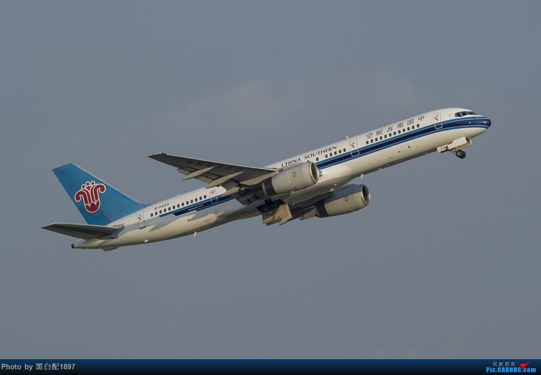 Re:[原创]国庆长水二日游之二 BOEING 757-200 B-2853 中国昆明长水国际机场