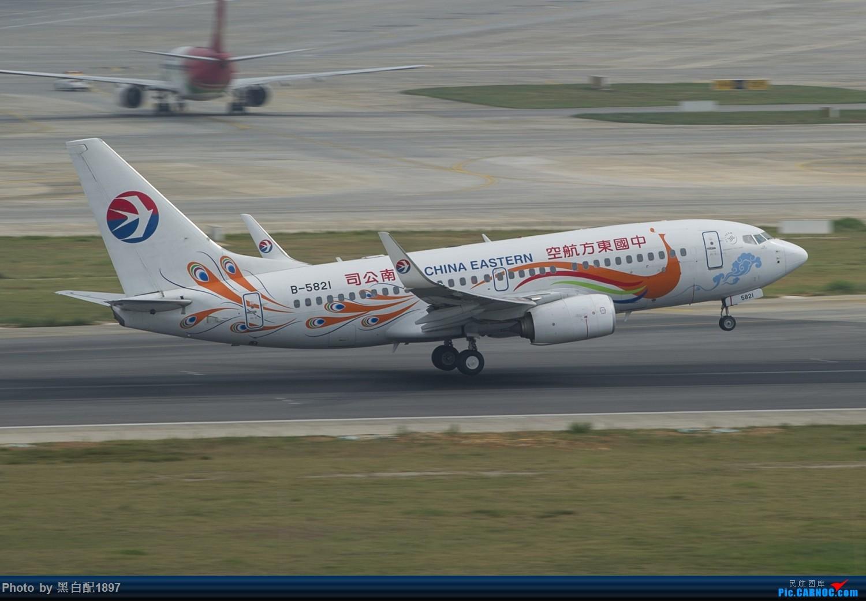 Re:[原创]国庆长水二日游之二 BOEING 737-700 B-5821 中国昆明长水国际机场