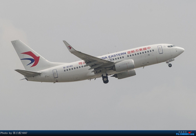 Re:[原创]国庆长水二日游之二 BOEING 737-700 B-6142 中国昆明长水国际机场