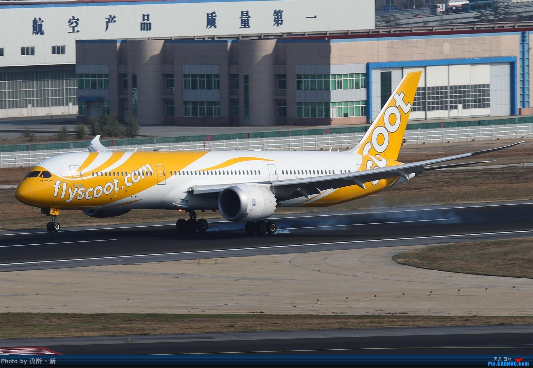 """酷航(Scoot)是新加坡航空公司旗下的长途航线廉价航空公司。于2011年5月由母公司新加坡航空宣告成立[1];同年11月1日正式定名为酷航""""。酷航宣称其机票会比普通航空公司便宜最多达 40%,使用从母公司获得的波音777客机运营,初期主要运营往澳大利亚和中国的航线。..."""