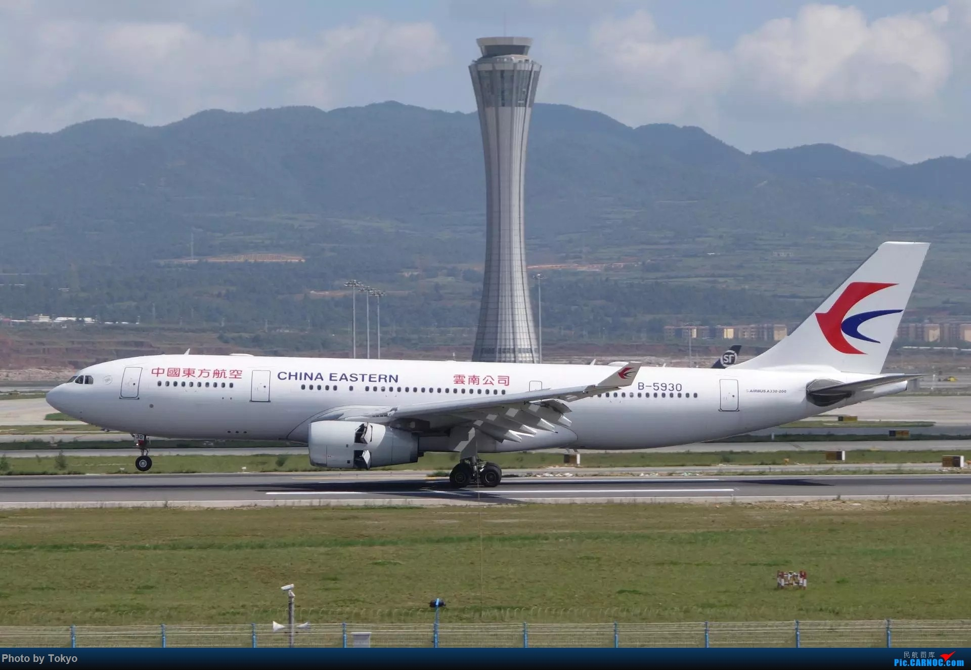 330 AIRBUS A330-200 B-5930 昆明国际机场