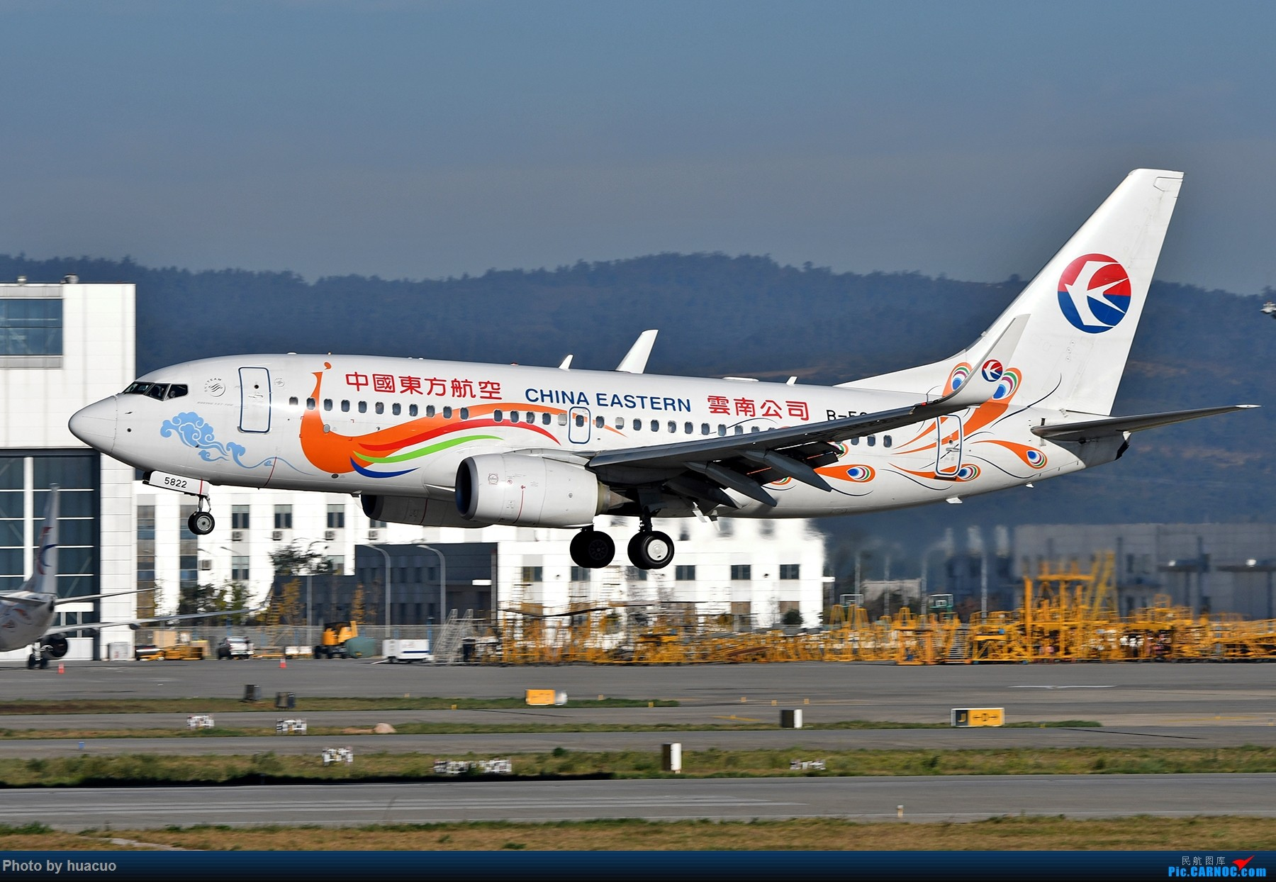 "Re:[原创]【KMG】周末拍机,为了""包头号""来,大部分拍糊了 BOEING 737-700 B-5822 中国昆明长水国际机场"