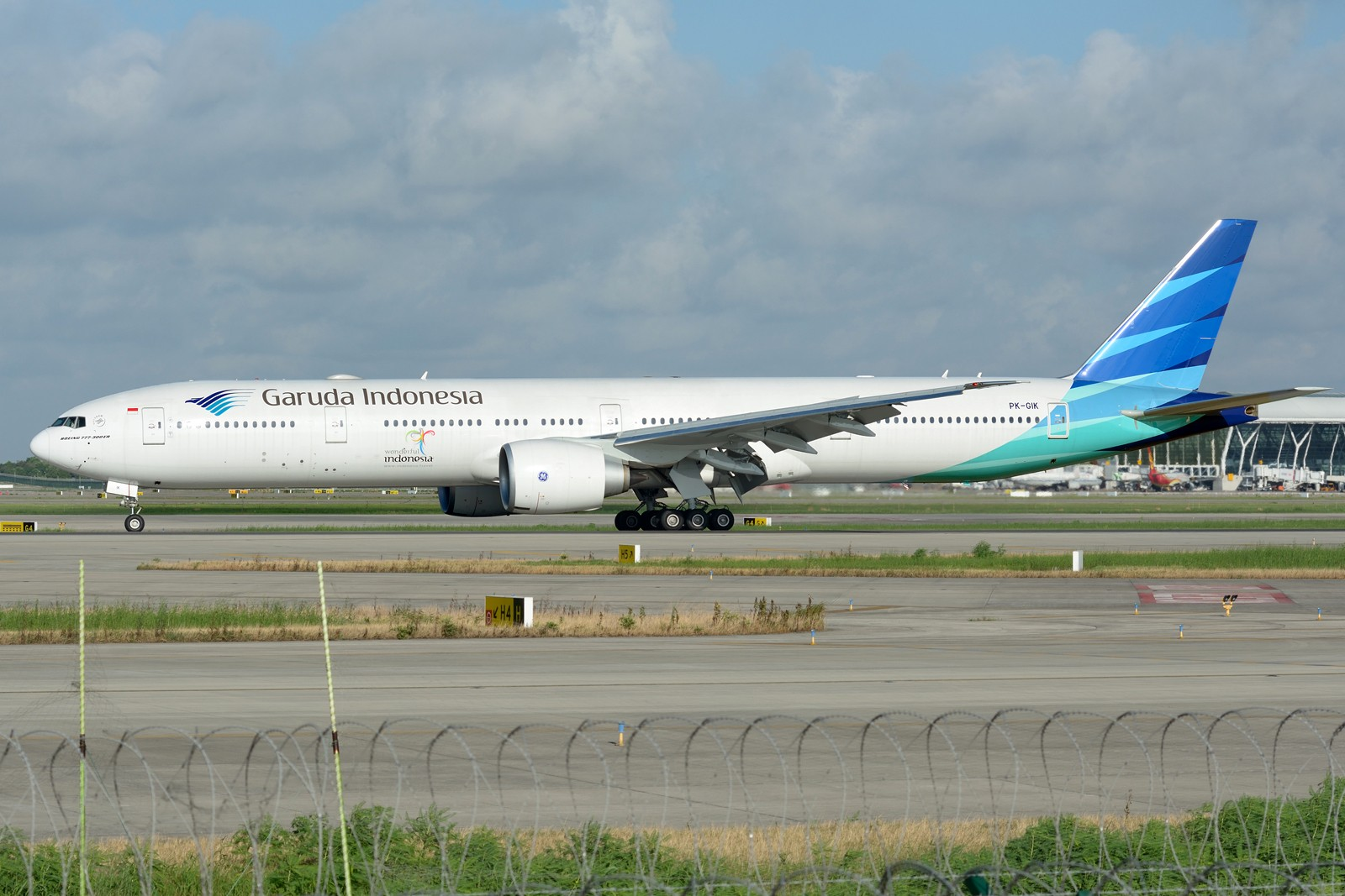 Re:[原创]【PVG】夏日东跑一组~~ BOEING 777-300ER PK-GIK 中国上海浦东国际机场