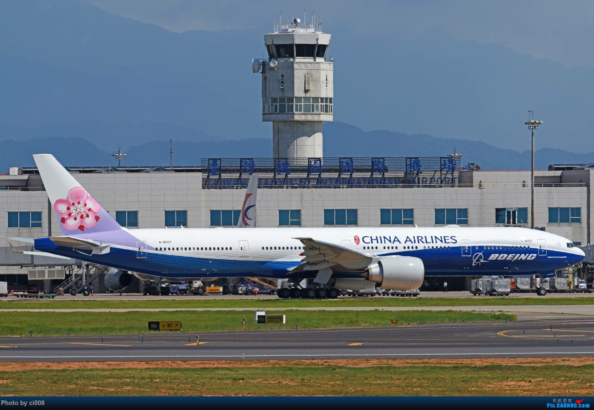 [原创]華航 777 藍鯨 ,預計明天 Ci-527 ( 1 7 : 2 5 ) 飛抵深圳 BOEING 777-300ER B-18007 中国台北桃园国际机场