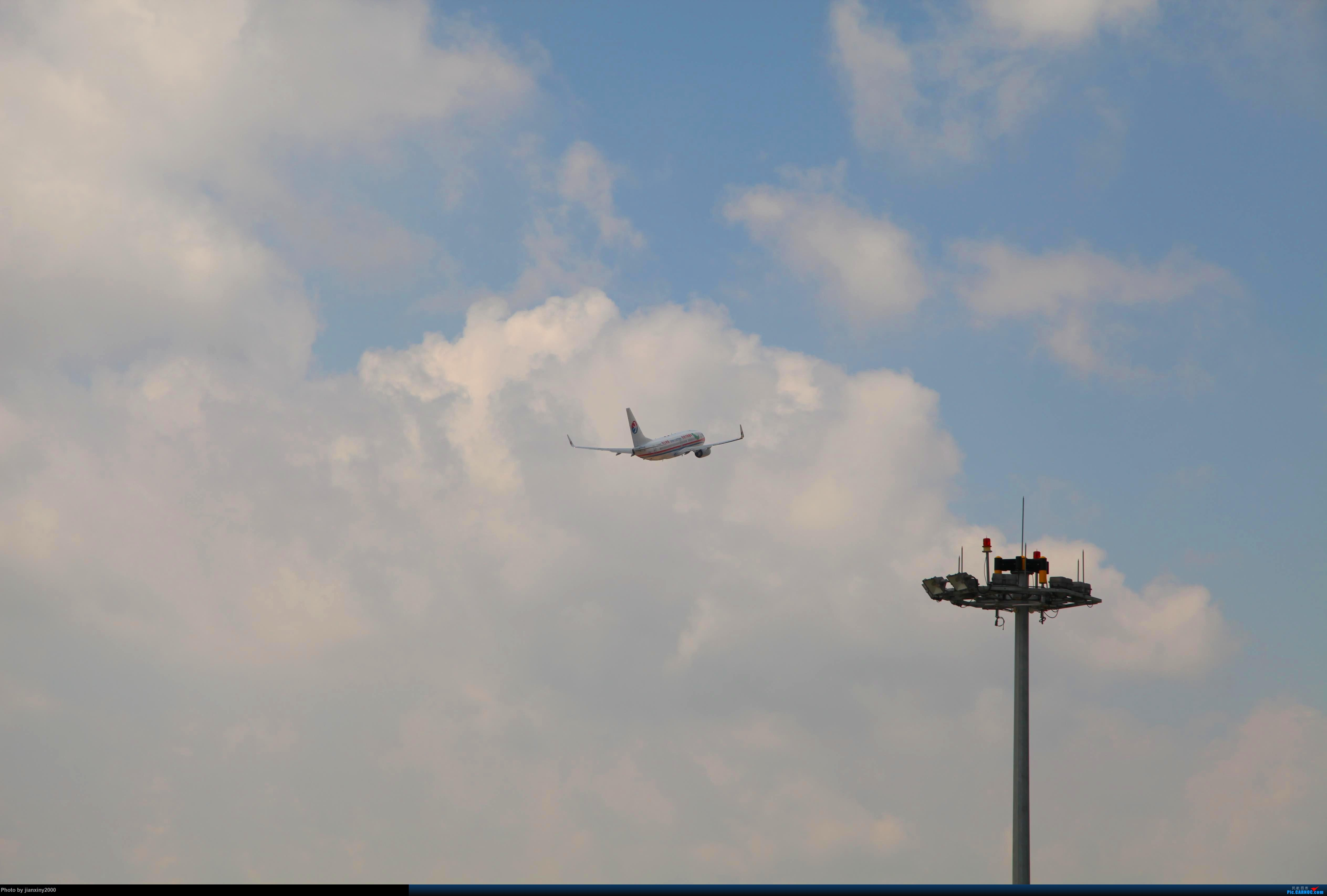 Re:[原创]东航MU5816冲上云霄 BOEING 737-700  六盘水月照机场航管楼