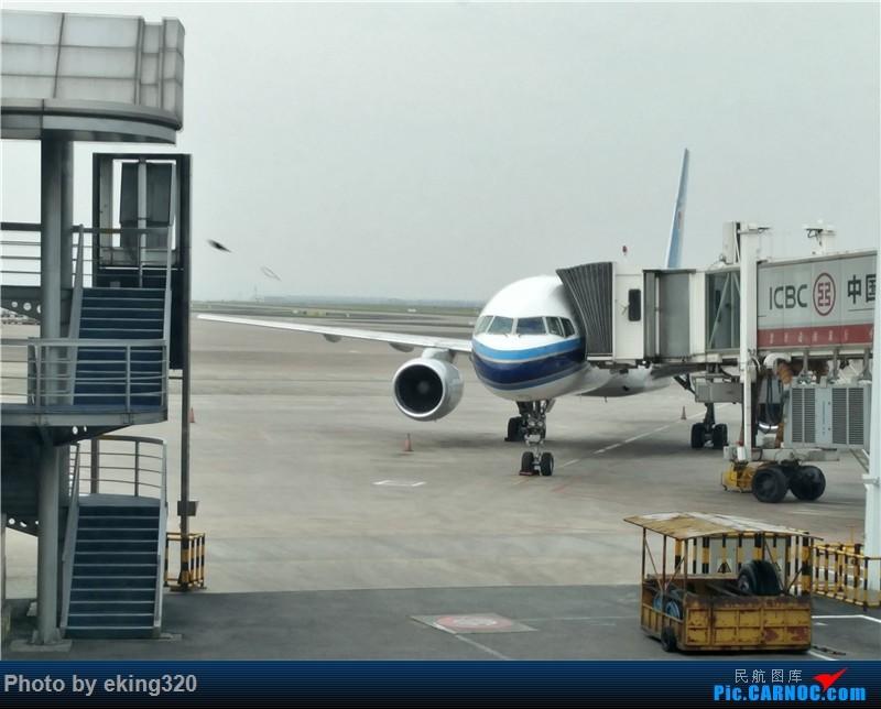 Re:[原创]补发2016年5月重庆昆明往返(CKG--KMG—CKG)附全国绝无仅有的米轨火车 BOEING 757-200 B-2830 中国重庆江北国际机场