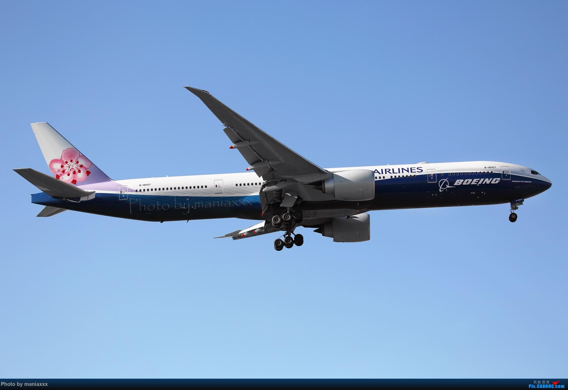 [原创]得来不易的迎来送往~~~~华航蓝鲸~~~~~~ BOEING 777-300ER B-18007 中国北京首都国际机场